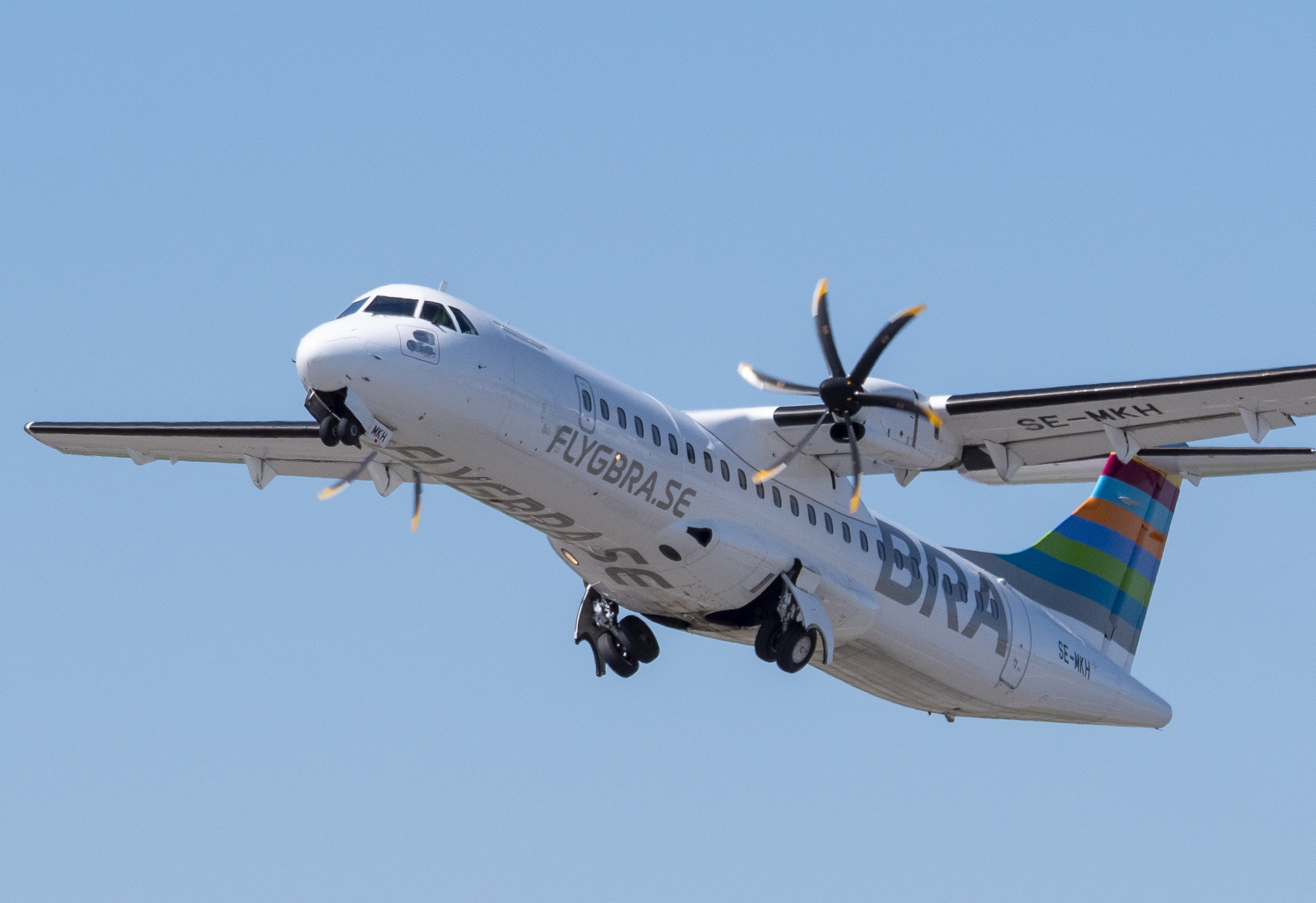 Svenske BRAA åbner til maj ny sæsonrute fra Stockholms Bromma-lufthavn til Estlands største ø, Saaremaa. Ruten flyves to gange om ugen med en ATR 72-600 med plads til 72 passagerer. Pressefoto: Braathens Regional Airlines.