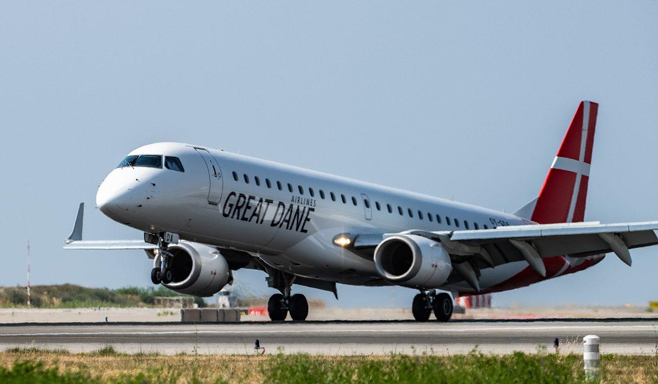 Great Dane Airlines har foreløbig tre Embraer 195-fly med plads til 118 passagerer; nummer fire lander i midten af april og fly nummer fem formentlig næste år. Arkivpressefoto fra Great Dane Airlines.