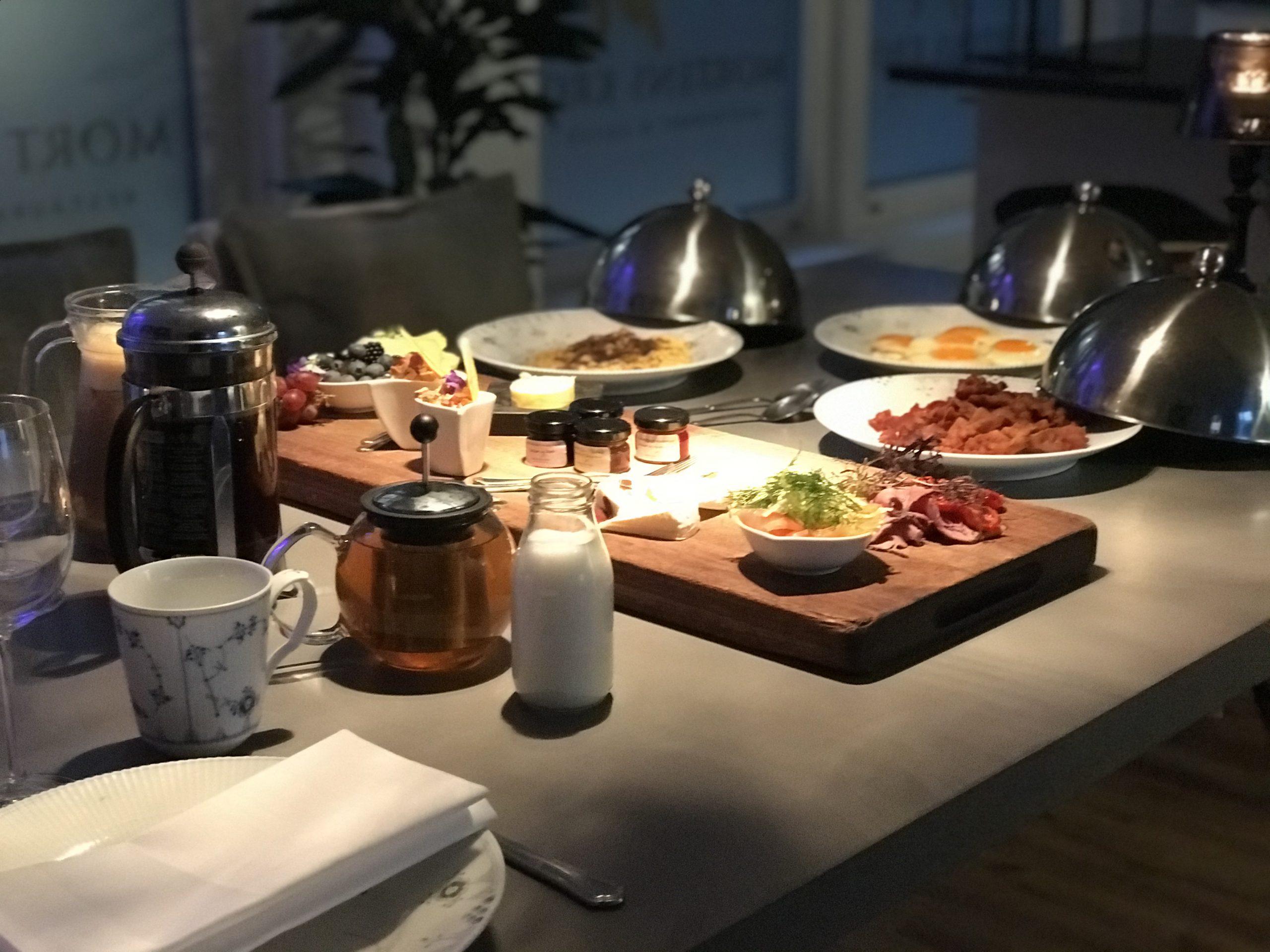 Danmarks bedste morgenmad tilberedt af friske råvarer og serveret direkte i suiten på Mortens Kro. (Foto: Ole Kirchert Christensen)