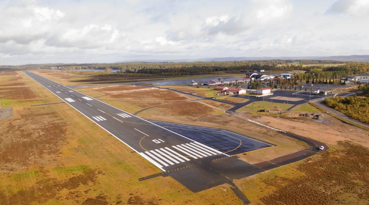 For at kunne tiltrække større flytyper har Jönköping Airport udvidet sit banesystem så den nu kan håndtere store flytyper som Airbus A330 og Boeing B787 Dreamliners. Pressefoto: Jönköping Airport.