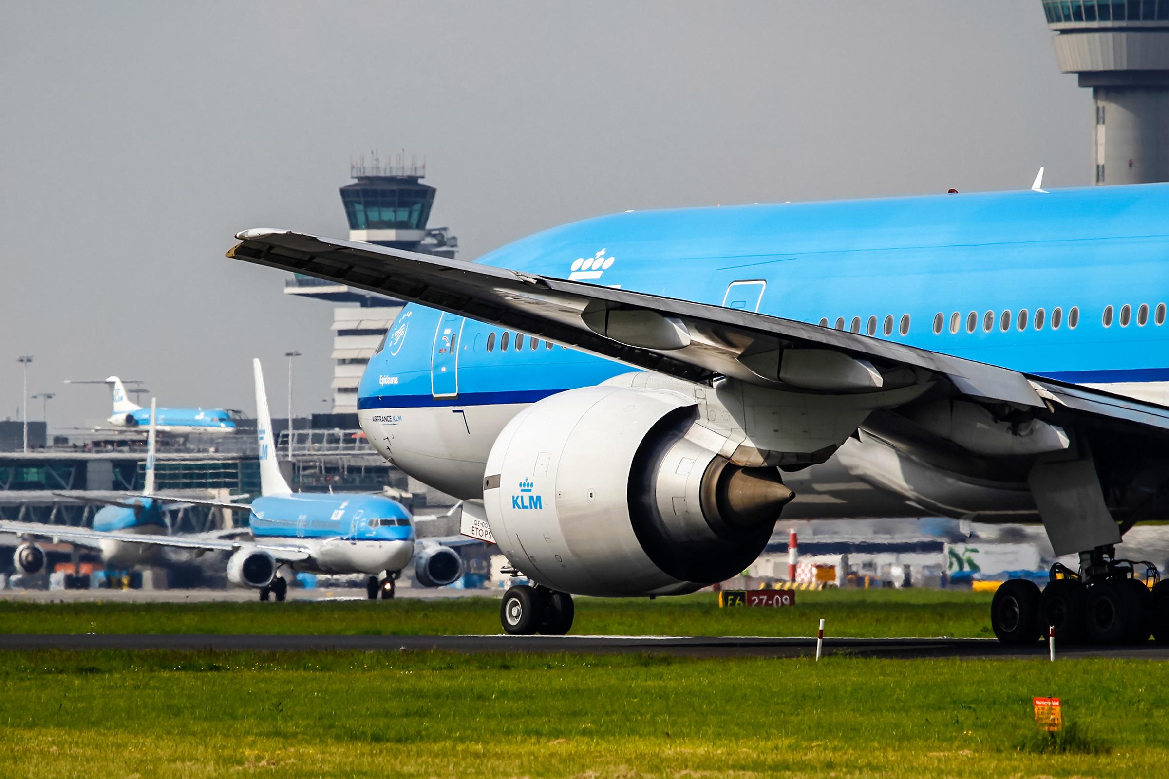KLM har fået ørerne i maskinen efter selskabet på flyvning til Sydkorea opsatte skilt kun på koreansk om, at et af flyets toiletter kun måtte bruges af besætningen. KLM betjener typisk ruten mellem Amsterdam og Seoul med en Boeing B777. Pressefoto: KLM.