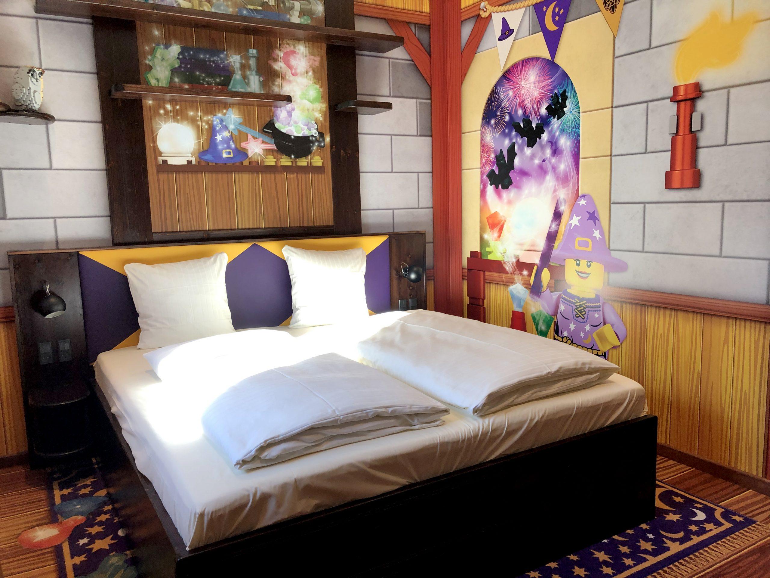 Danmark havde sidste år 56 millioner udenlandske og danske overnatninger, flest i ferieboliger, mens hotelovernatningerne var næststørste område. Sidste år fik Danmark 2.500 nye hotelværelser – blandt de 142 på Legoland Castle Hotel i Billund. Pressefoto: Legoland Billund.