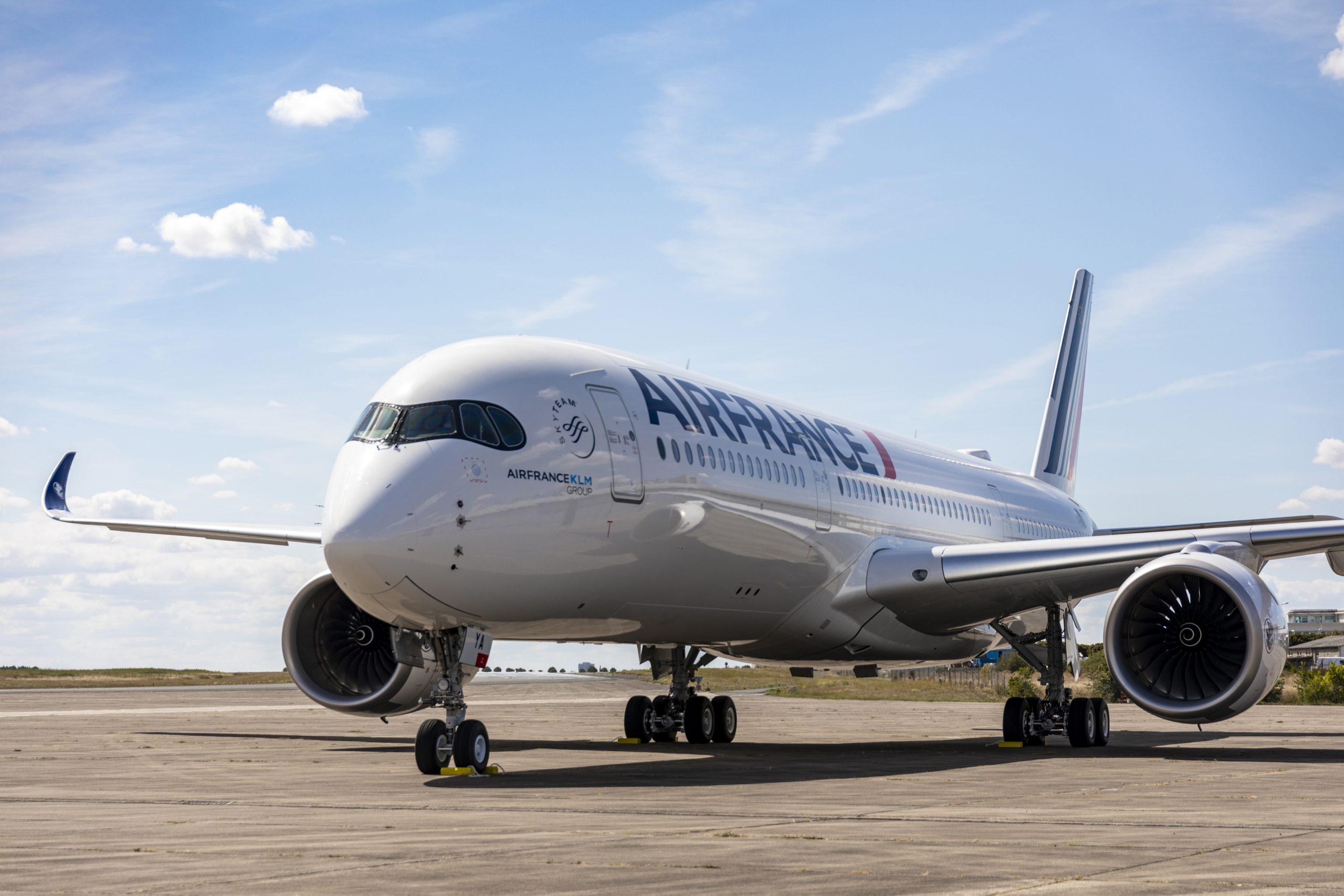 Air France har netop fået nøglerne til selskabets fjerde af 38 bestilte Airbus A350-900 – flyet var samtidig A350 nummer 350. Pressefoto: Airbus.
