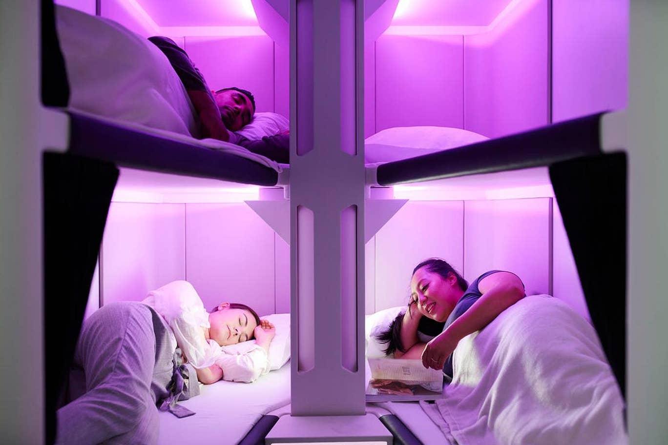 På Air New Zealands kommende Economy Skynest får seks passagerer hver sin soveplads i en to meter lang og 58 centimeter bred seng. Pressefoto: Air New Zealand.