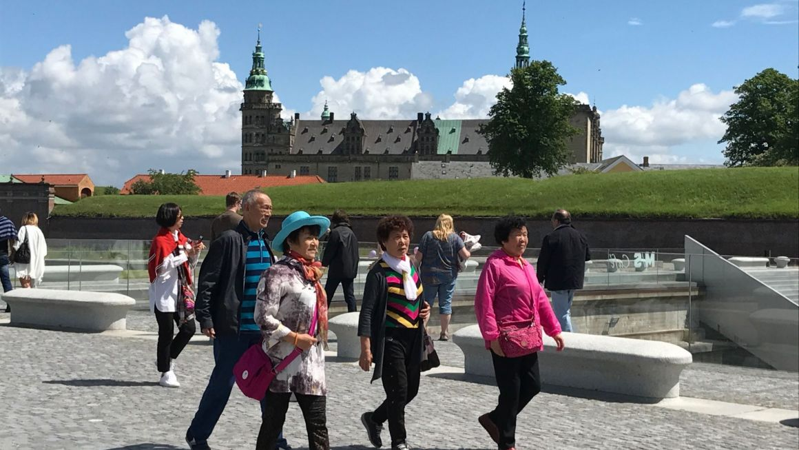Kinesiske turister ved Kronborg i Helsingør. Kineserne stod sidste år for cirka hver tredje overnatning fra udenlandske turister i Danmark. Arkivpressefoto.