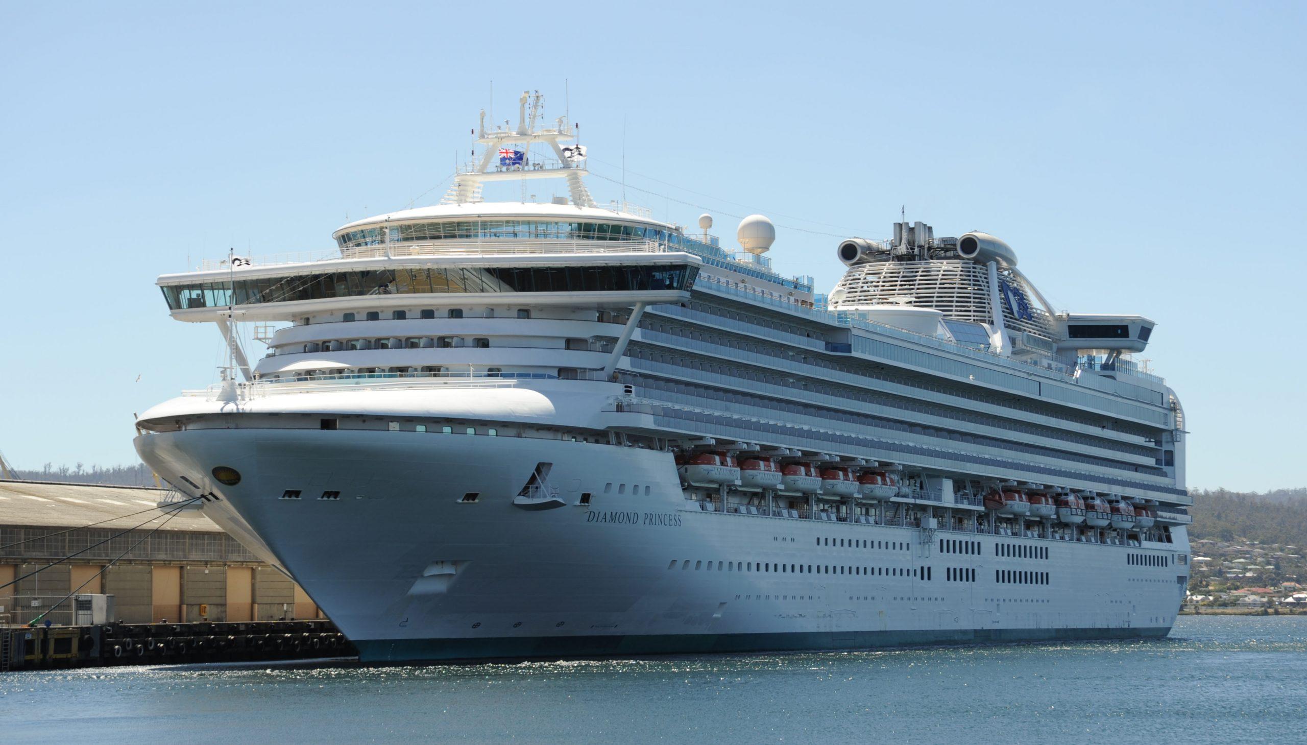 Diamond Princess fra rederiet Princess Cruises, skibet er nu i en 14-dages karantæne udfor havnen i japanske Yokohama. Corona-virussen fra Kina har ramt ønsket om at se kinesiske rejsende hårdt. Wikipedia-arkivfoto: Barrylb