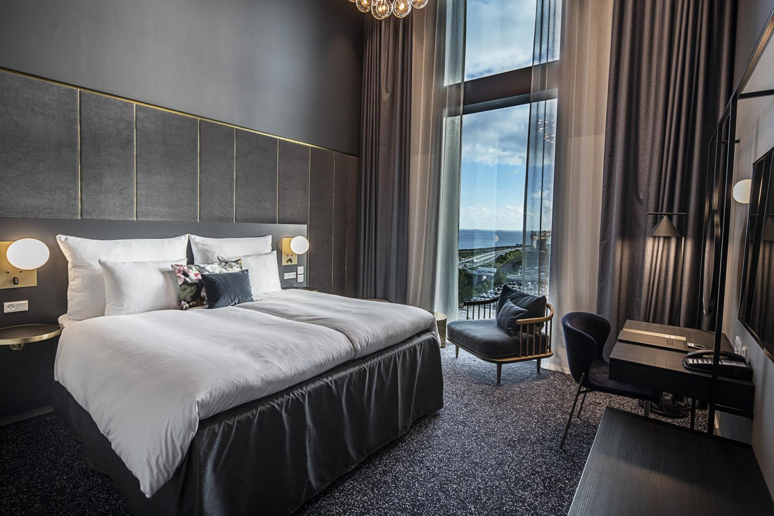 Et hotelværelse hos Clarion i Københavns Lufthavn, der kan lejes som hjemmearbejdsplads. Der er også en klippekortordning. PR-foto: Clarion Hotel Copenhagen Airport.