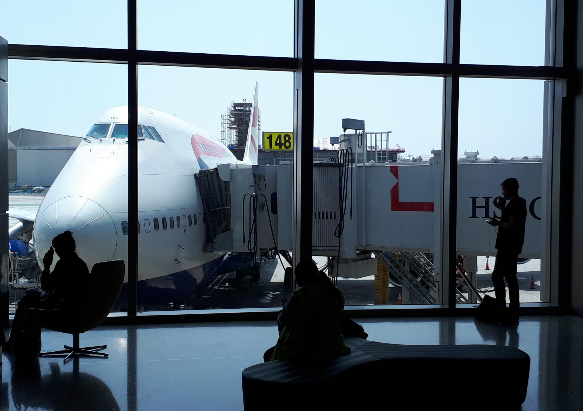 USA lukker de kommende 30 dage for nærmest alle flyvninger fra Europa til USA og stiller krav til de rejsende på flyvninger, der må lande i USA. Her arkivfoto fra lufthavn i Los Angeles. Foto: Henrik Baumgarten.
