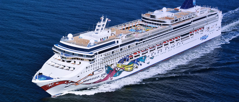 Flere krydstogtskibe kan ikke umiddelbart komme til kaj efter en række havne har lukket for modtagelse som følge af coronavirussen. Blandt de påvirkede skibe er Jewel fra Norwegian Cruise Line. Pressefoto fra Meyer Werft.