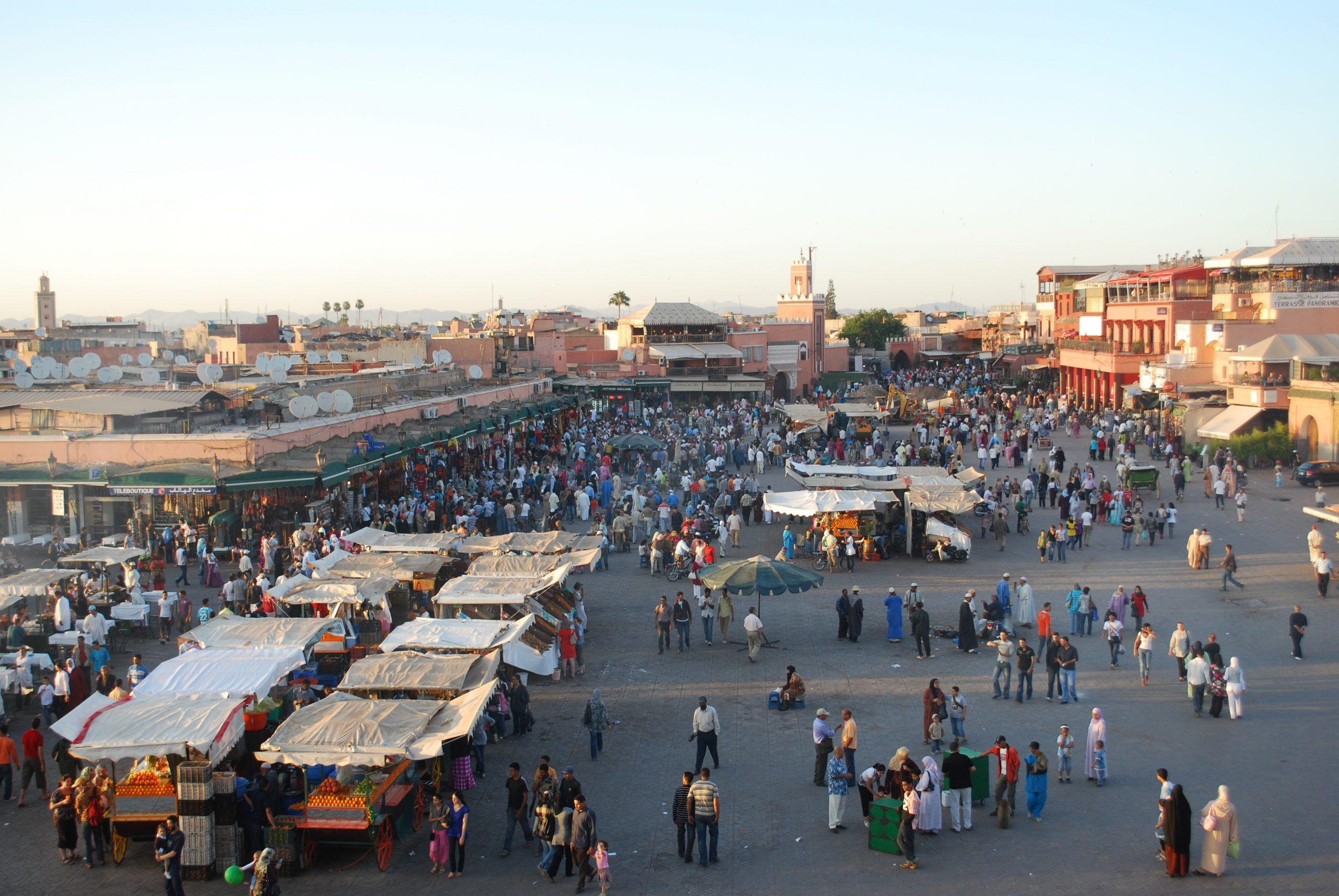 Mange tusinde europæiske turister er strandet i Marokko efter landet lukkede for flyvninger som følge af coronafrygt. Arkivfoto fra medinaen i Marrakesh.