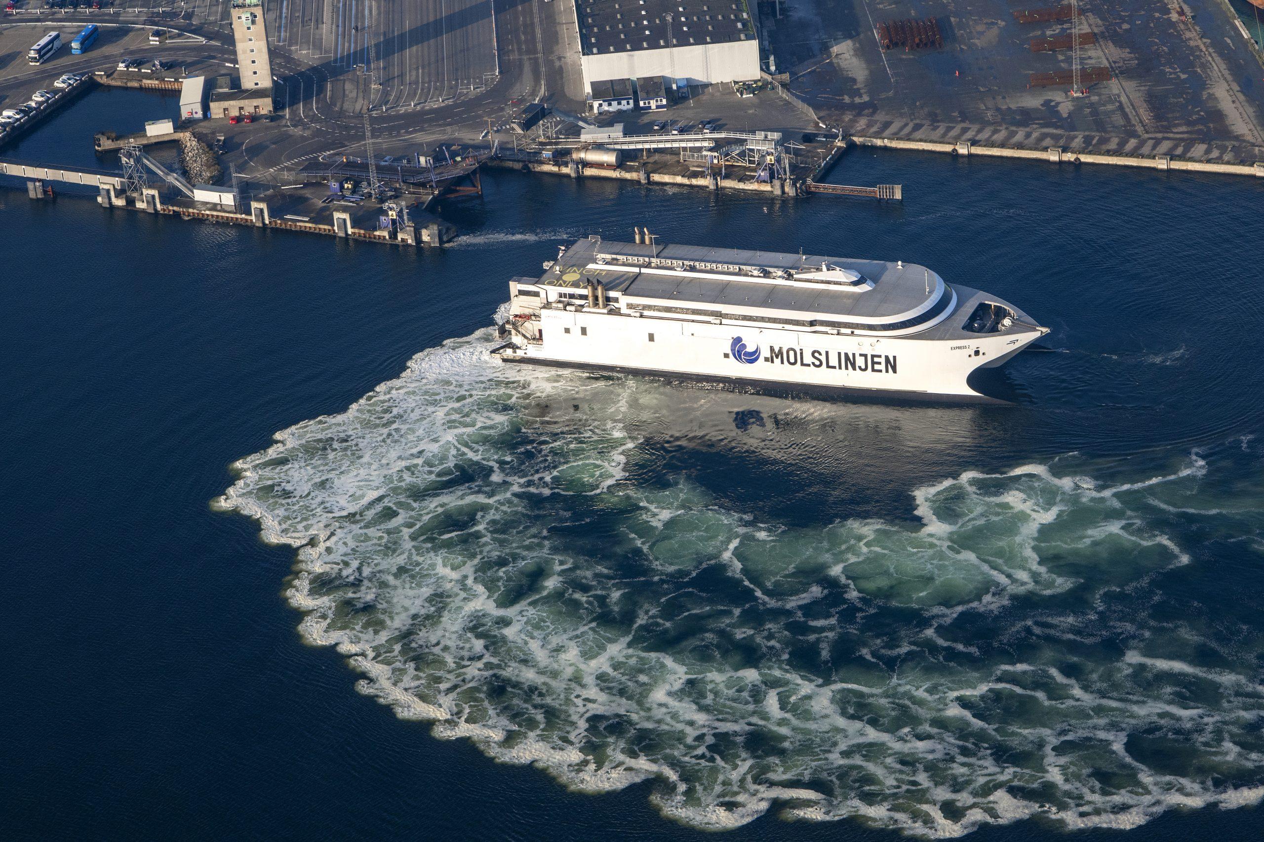 Molslinjen i Aarhus Havn. Molslinjen har planlagt at sejle 7.964 afgange i år mellem Sjælland og Jylland. PR-foto.