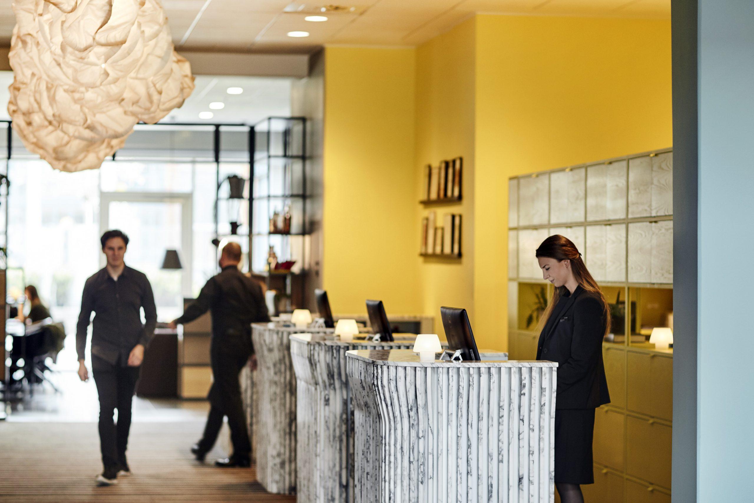 Comwell genåbner nu sine midlertidigt lukkede hoteller i Danmark. Kæden driver 15 hoteller i Danmark og to i Sverige samt Centralværkstedet og Smedien i Aarhus. Desuden samarbejder koncernen med BC (Bella Center) Hospitality Group om Comwell Conference Center Copenhagen. Pressefoto: Comwell Hotels.