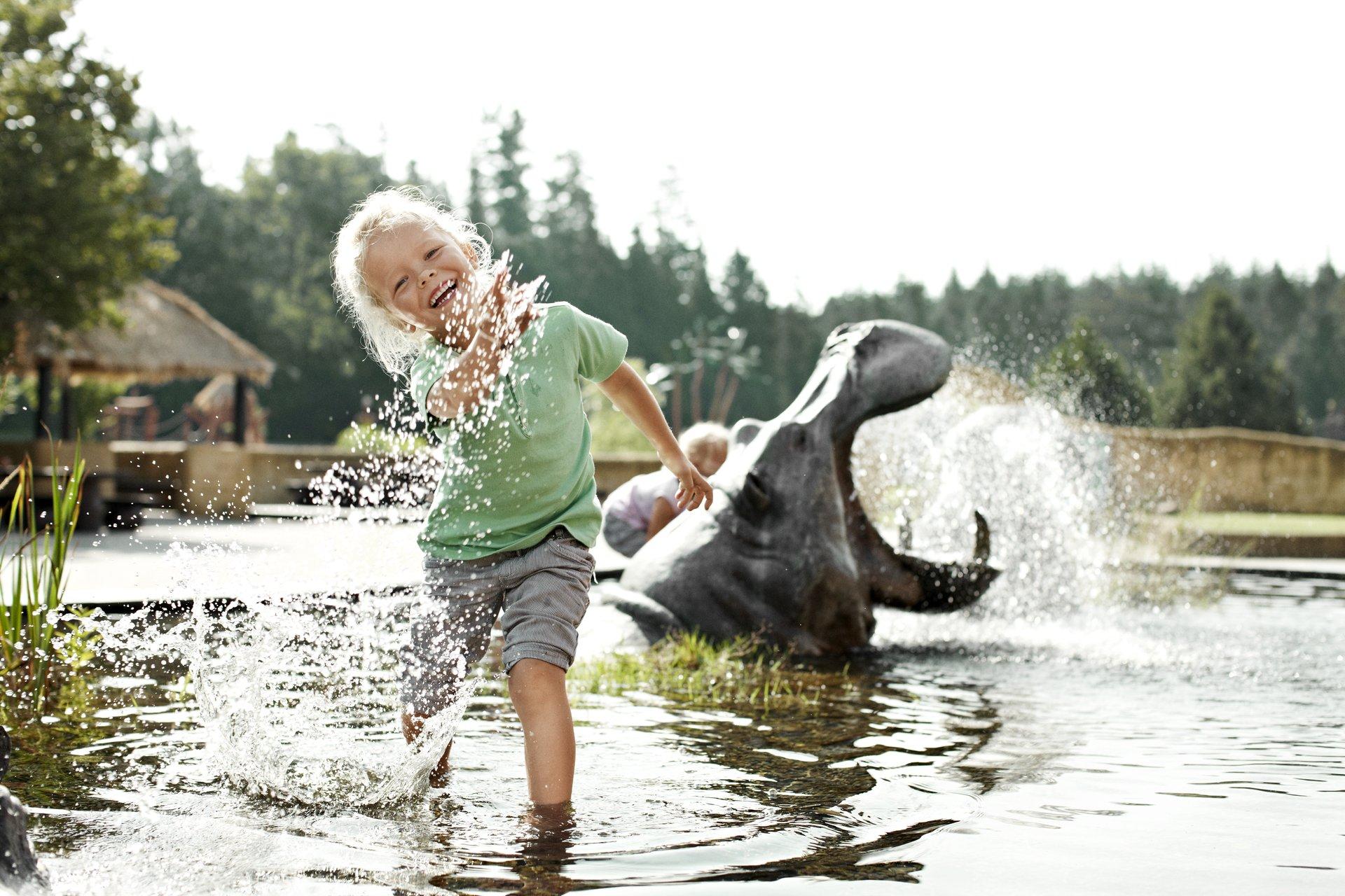 Nu kommer stor millionkampagne der skal få danskerne til at tage ud i Danmark og holde sommerferie. For eksempel til Knuthenborg Safaripark, her er det naturlegepladsen Limpoland. Foto for VisitDenmark, Niclas Jessen.