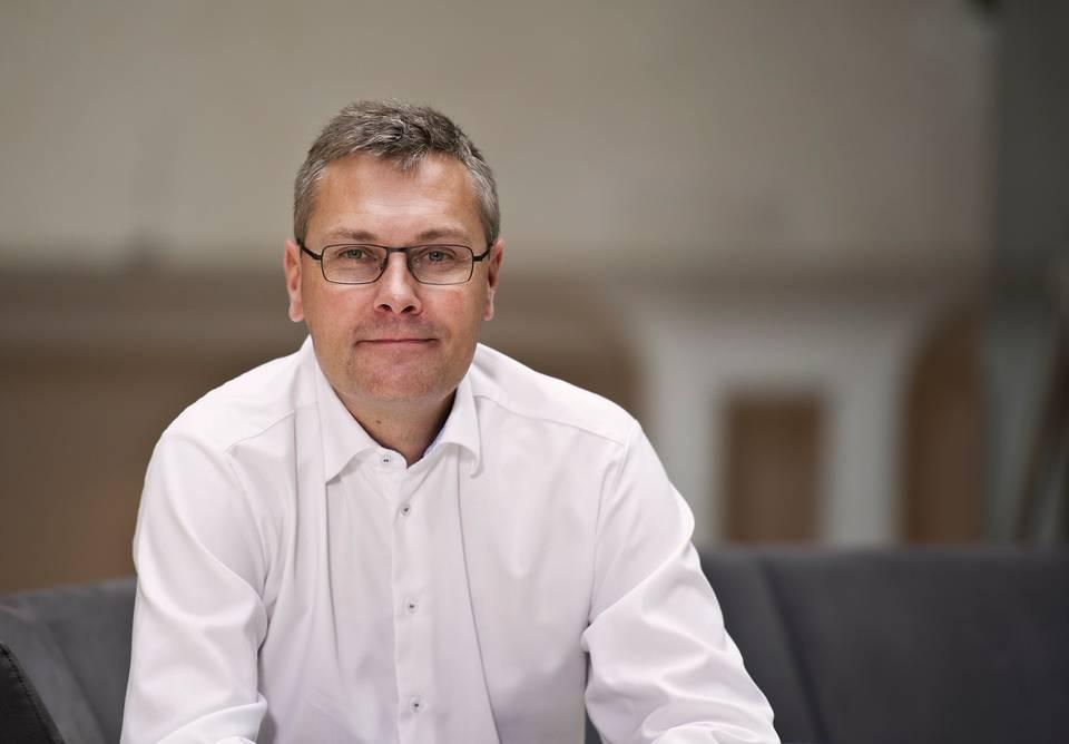 Direktør i Danske Bank for erhvervskunder, Niels Bang-Hansen, anbefaler blandt andet rejsebureauerne at arbejde med deres værdikæder. Pressefoto fra Danske Bank.