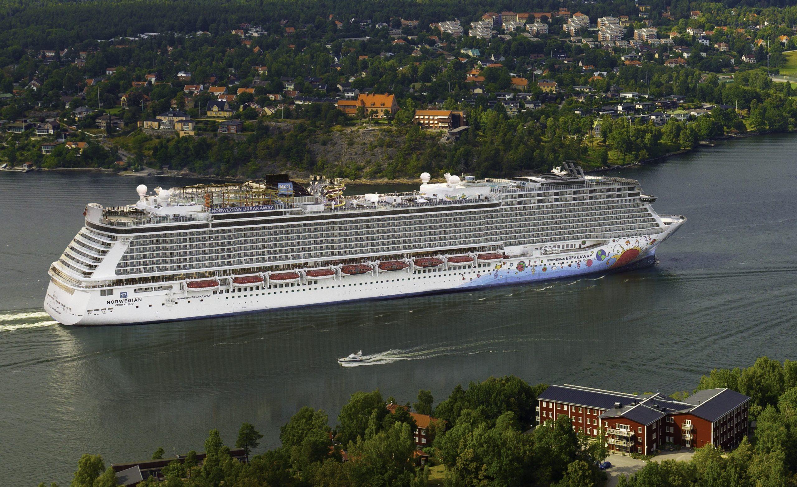 Et af Norwegian Cruise Lines skibe, Getaway, i Stockholms skærgård. Arkivpressefoto fra Norwegian Cruise Line.