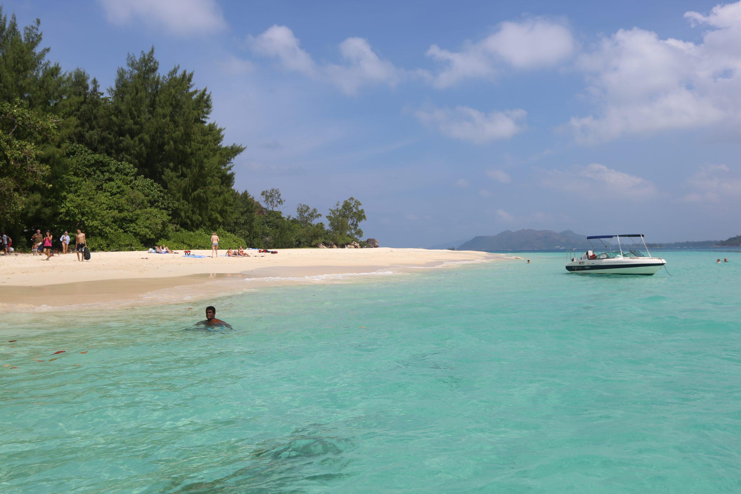Seychellerne i Det Indiske Ocean er et af de lande der i forhold til indbyggertallet bruger rigtig meget på at promovere sig som rejsemål. Over 20 procent af landets samlede indtægter kommer fra netop turisme. Arkivfoto: BellaVista.dk