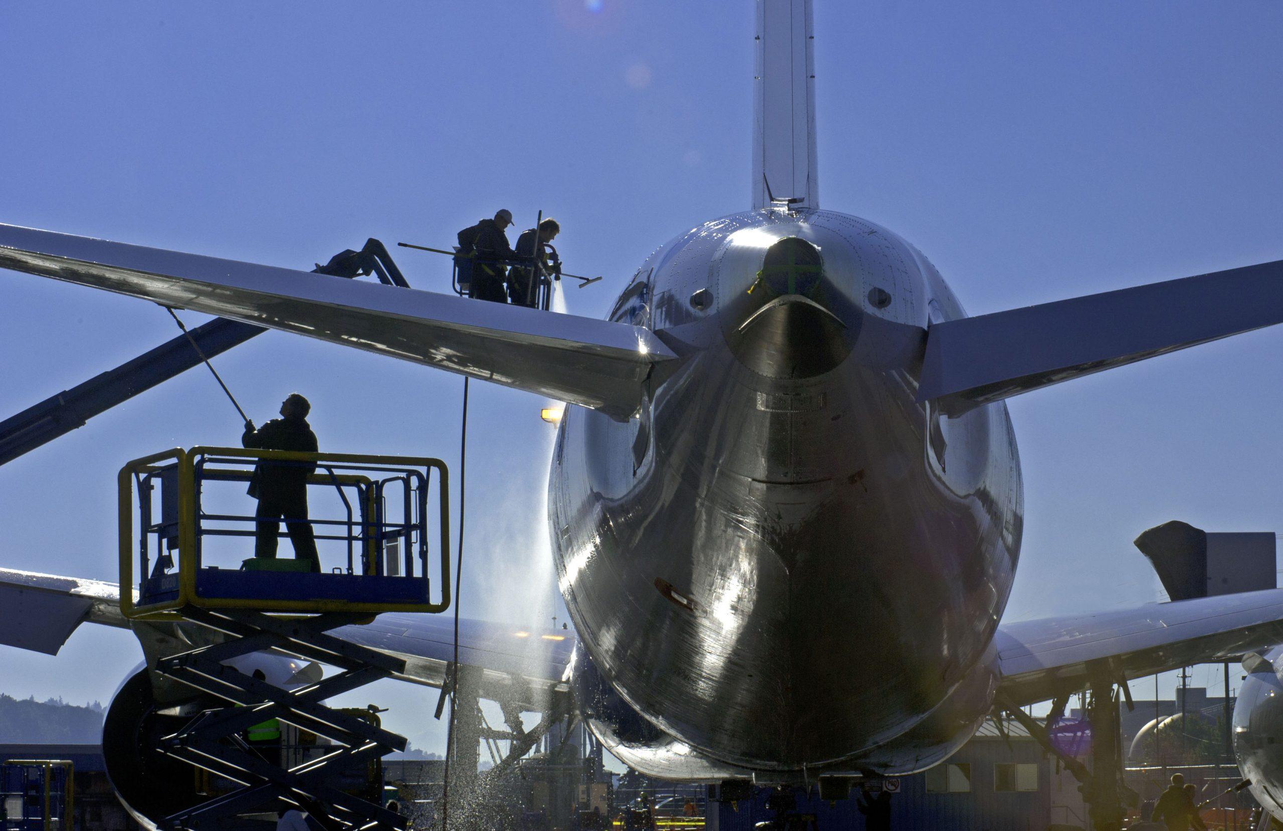 Med udgangen af september udløber USA's nuværende støtteordninger for flyselskaber. Bliver de ikke forlænget, frygter Boeings koncernchef en konkurs blandt et af USA's største flyselskaber. Arkivpressefoto fra Boeing.