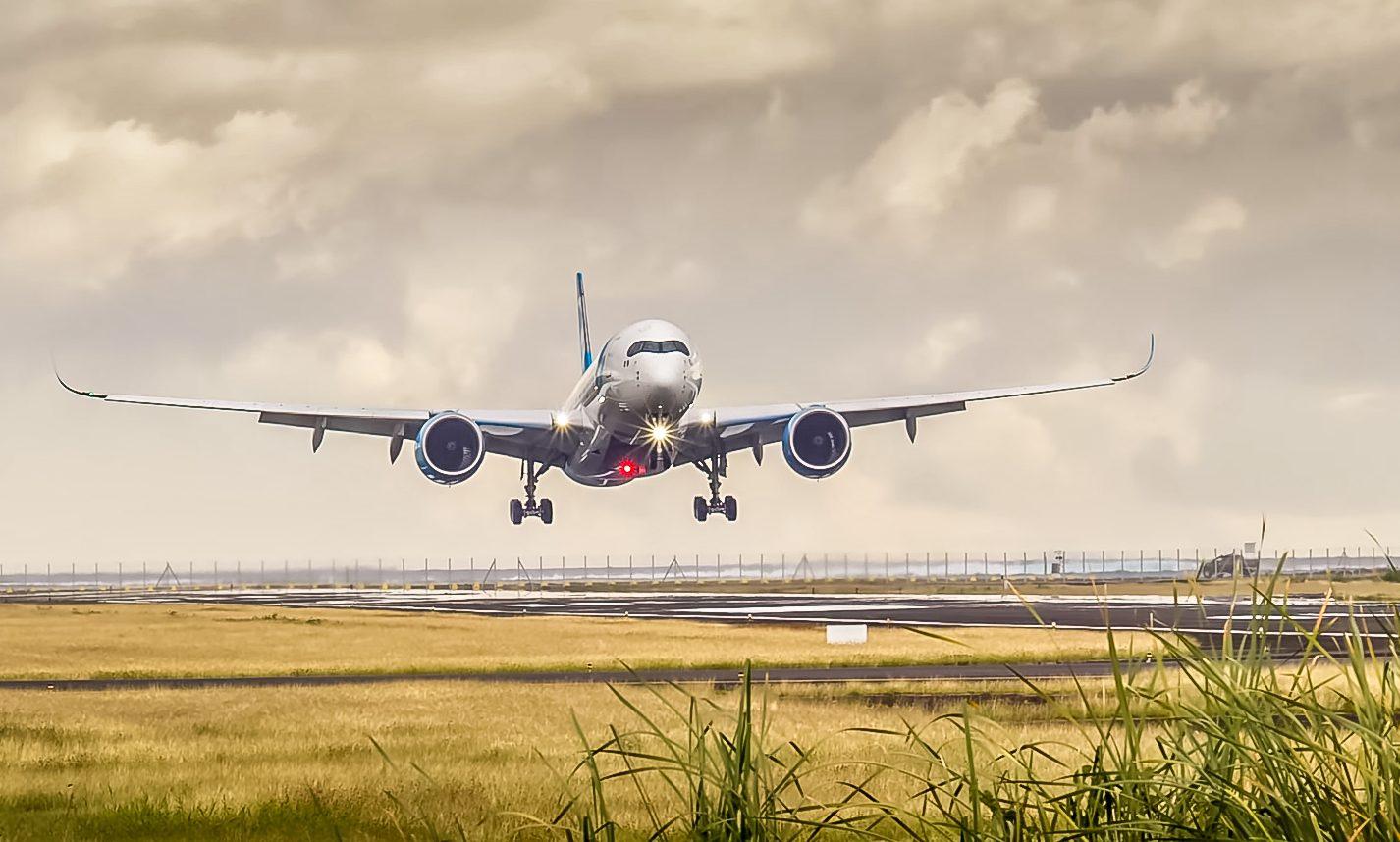 Airbus A350'eren fra French Bee letter fra Tahiti på vej mod Paris – en strækning på over 16.100 kilometer. Twitter-foto for French Bee: Bruno Levionnois.
