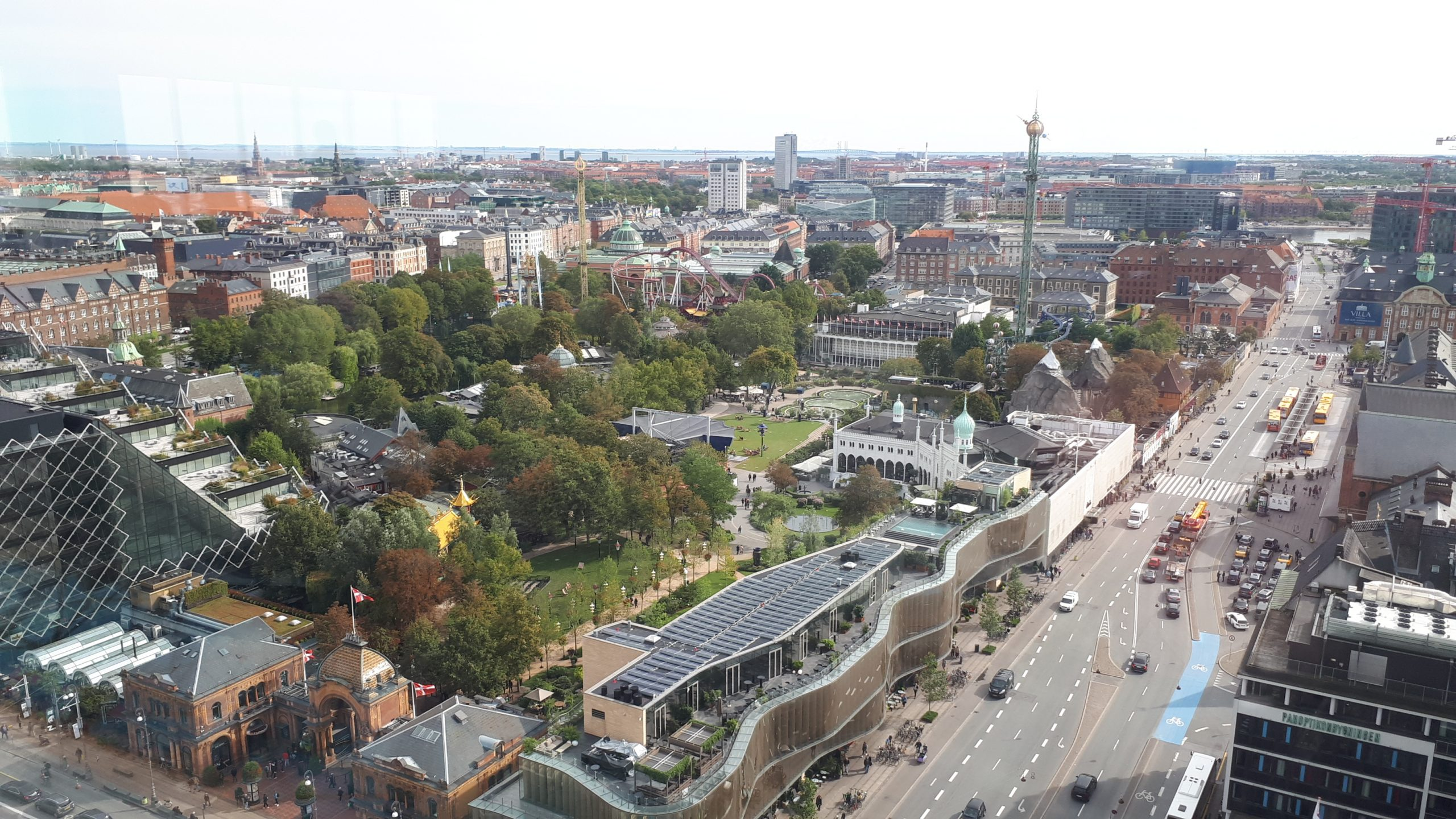 København set fra oven med Tivoli i forgrunden. Marts gav nedgang i antal overnatninger for hoteller, feriecentre, campingpladser og campingpladser. Arkivfoto: Henrik Baumgarten.