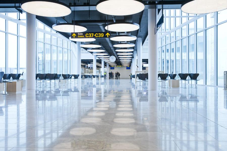 Der er tomt i verdens lufthavne; flyselskaber og rejsebureauerne sælger nærmest intet i denne tid, men har udgifter til at refundere allerede bestilte rejser. Arkivpressefoto fra Københavns Lufthavn.