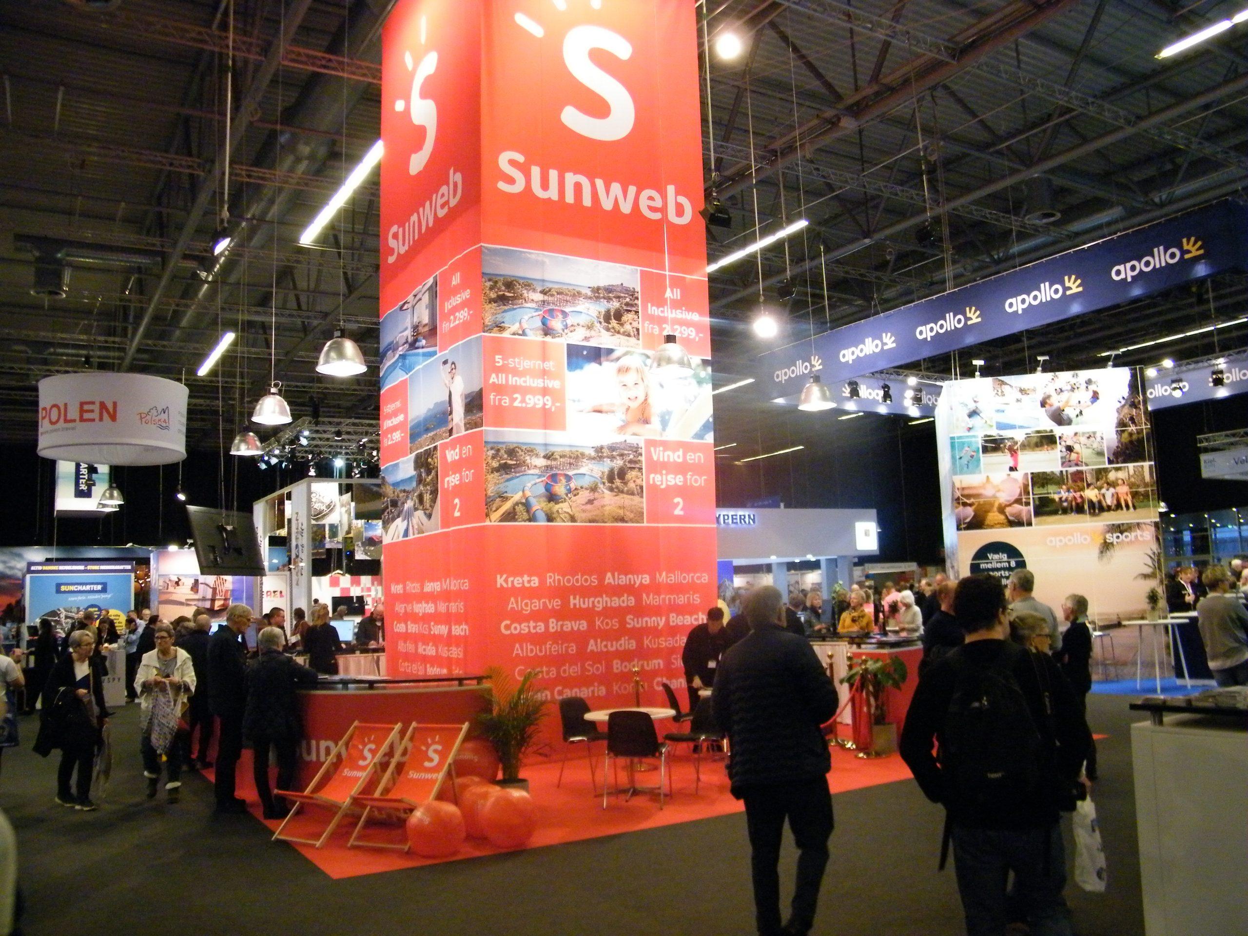 Sunweb, Danmarks femtestørste charterrejsebureau, var atter på plads til årets Ferie for Alle i Messecenter Herning den næstsidste weekend i februar. Tre uger senere lukkede coronakrisen også de danske grænser. Foto: Henrik Baumgarten.