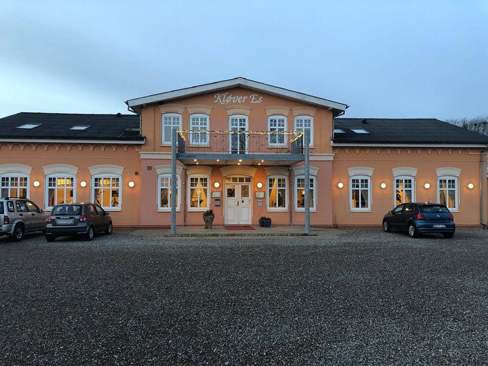 Hotel Kløver Es i den lille sønderjyske by Hellevad mellem Haderslev og Aabenraa har nærmest alt optaget på sine 16 dobbeltværelser gennem sommeren. PR-foto fra Hotel Kløver Es.