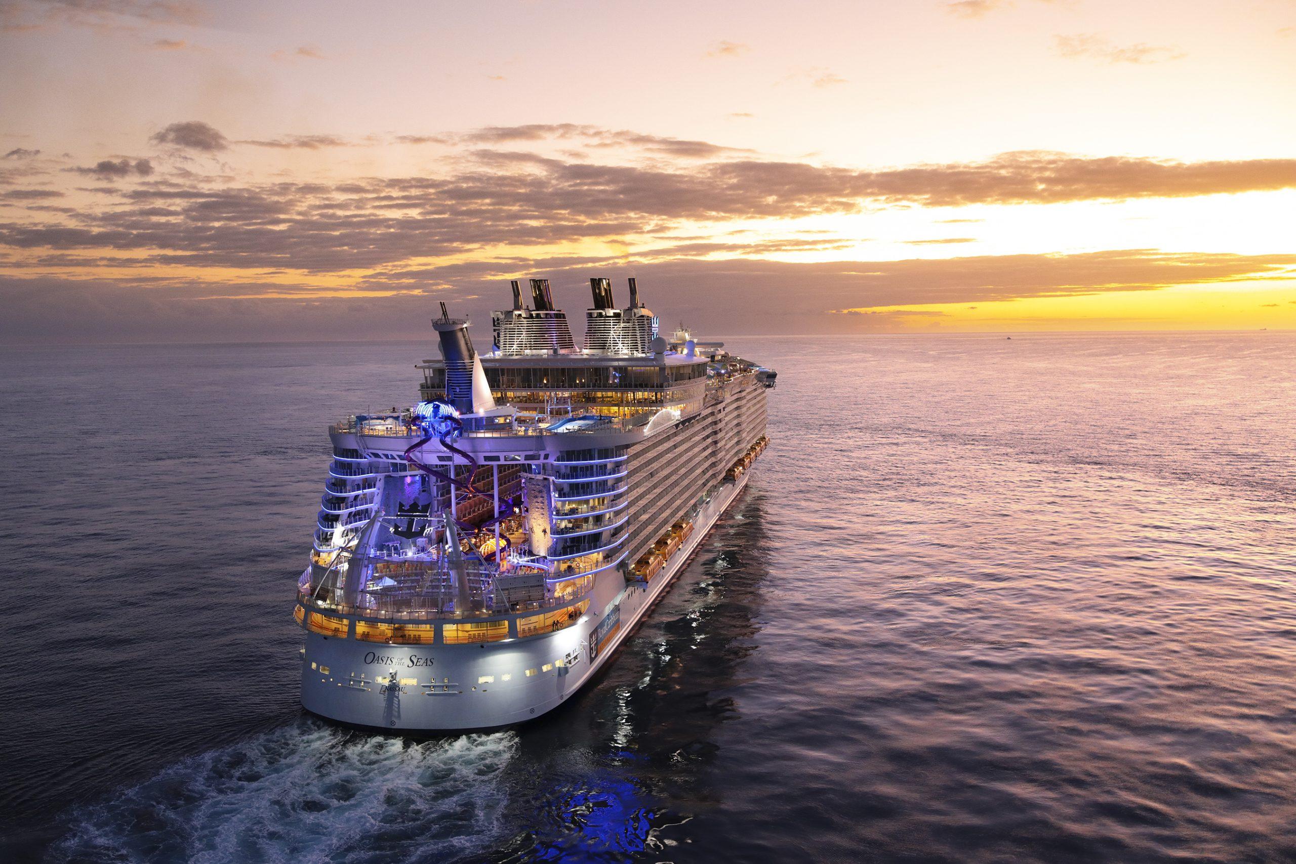Amerikanske Royal Caribbean International er blandt verdens største krydstogtrederier, også på det danske marked. Nu reduceres antallet af rejsebureau, der sælger dets produkter. Her er et dets mange store skibe, Oasis of the Seas. Pressefoto: Royal Caribbean International.