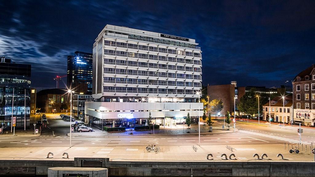 Atlantic Hotel i Aarhus ophører på mandag med at være et First Hotel i Danmark, i stedet skal det drives af sin ejer sammen med et andet hotel i en jysk storby. Pressefoto for VisitAarhus: RaisFoto.