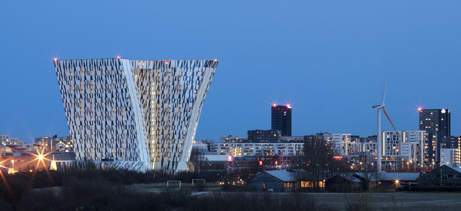 Også danske hoteller er udfordret af seksdages-reglen, der kræver, at udenlandske turister køber mindst seks overnatninger for at komme ind i Danmark. Her arkivfoto med Danmarks største hotel, AC Bella Sky ved Bella Center. Arkivpressefoto: BC Hospitality Group.