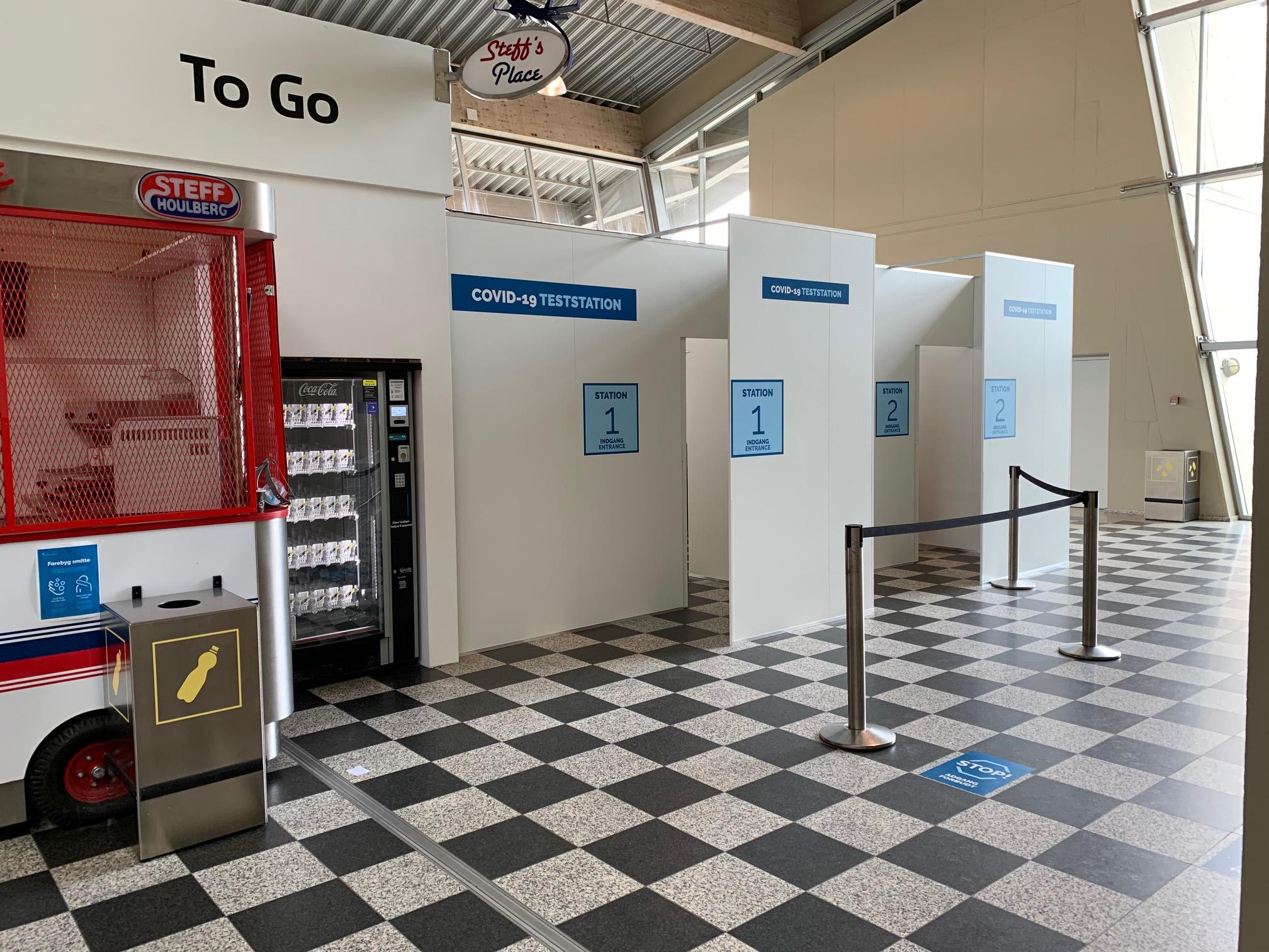 Region Syddanmark åbnede torsdag i Billund Lufthavn en teststation, et frivilligt tilbud for ankommende danske passagerer fra udlandet. Der er ingen tidsbestilling. Foto fra Region Syd.