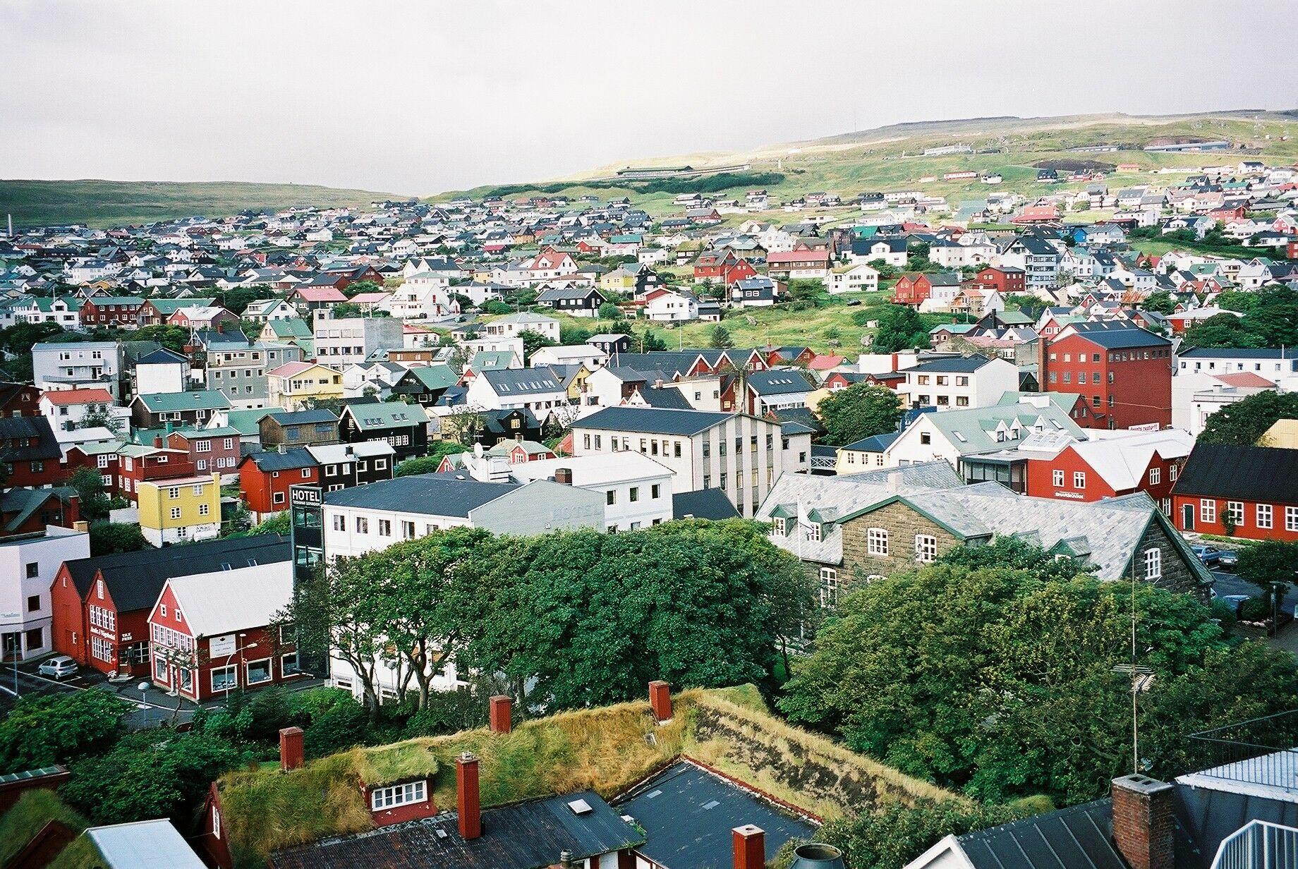 Færøske Alpha Travel har skiftet til en ny IT-løsning med software leveret af danske TravelOperations. Her arkivfoto fra Torshavn, hjemmebase for Alpha Travel. Foto: Henrik Baumgarten.
