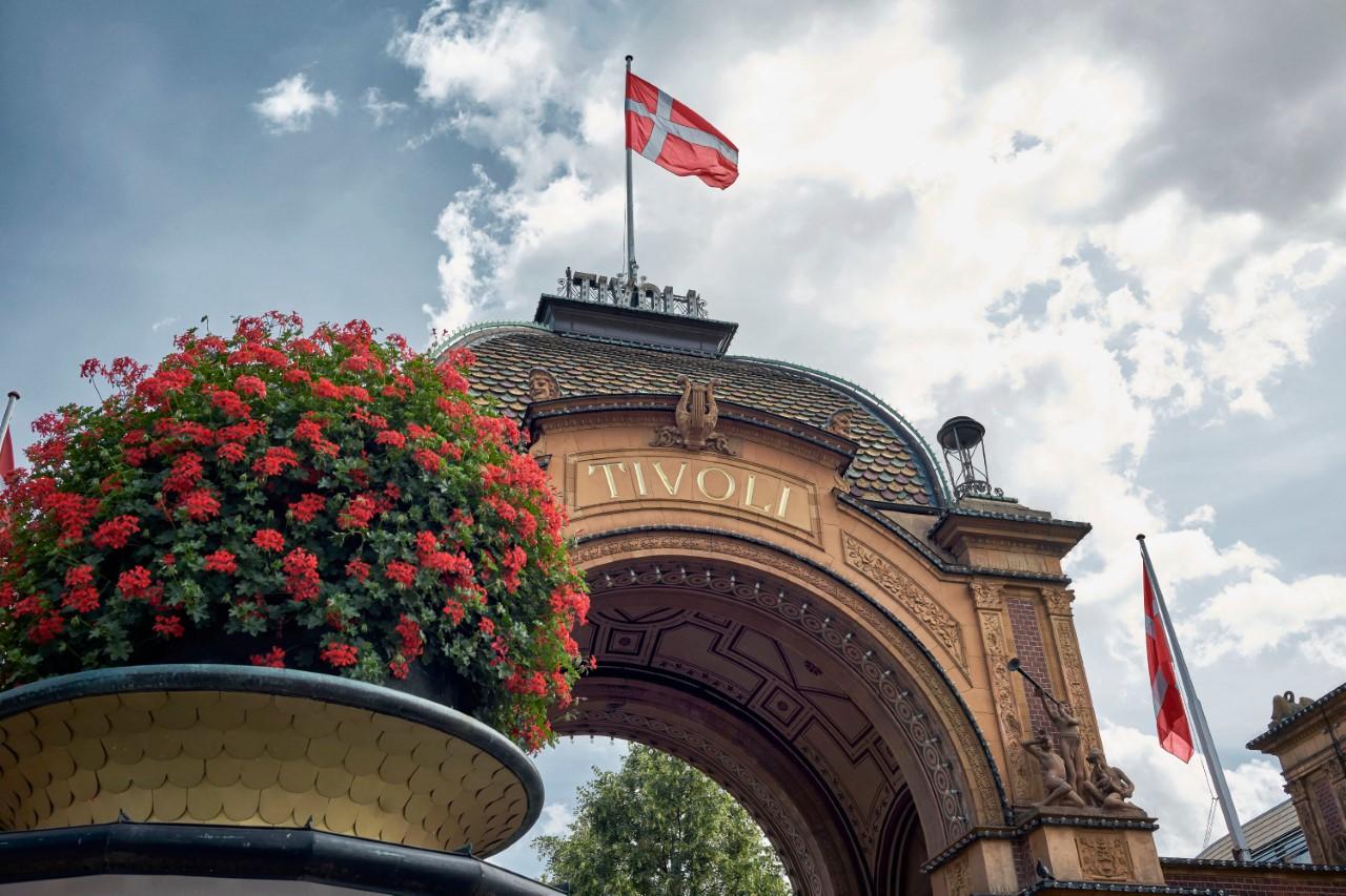 Færre besøgende, myndighedsrestriktioner og fortsat lukkede grænser til Danmark koster nu hver femte medarbejder i Tivoli sit arbejde. Arkivpressefoto fra Tivoli: Lasse Salling.