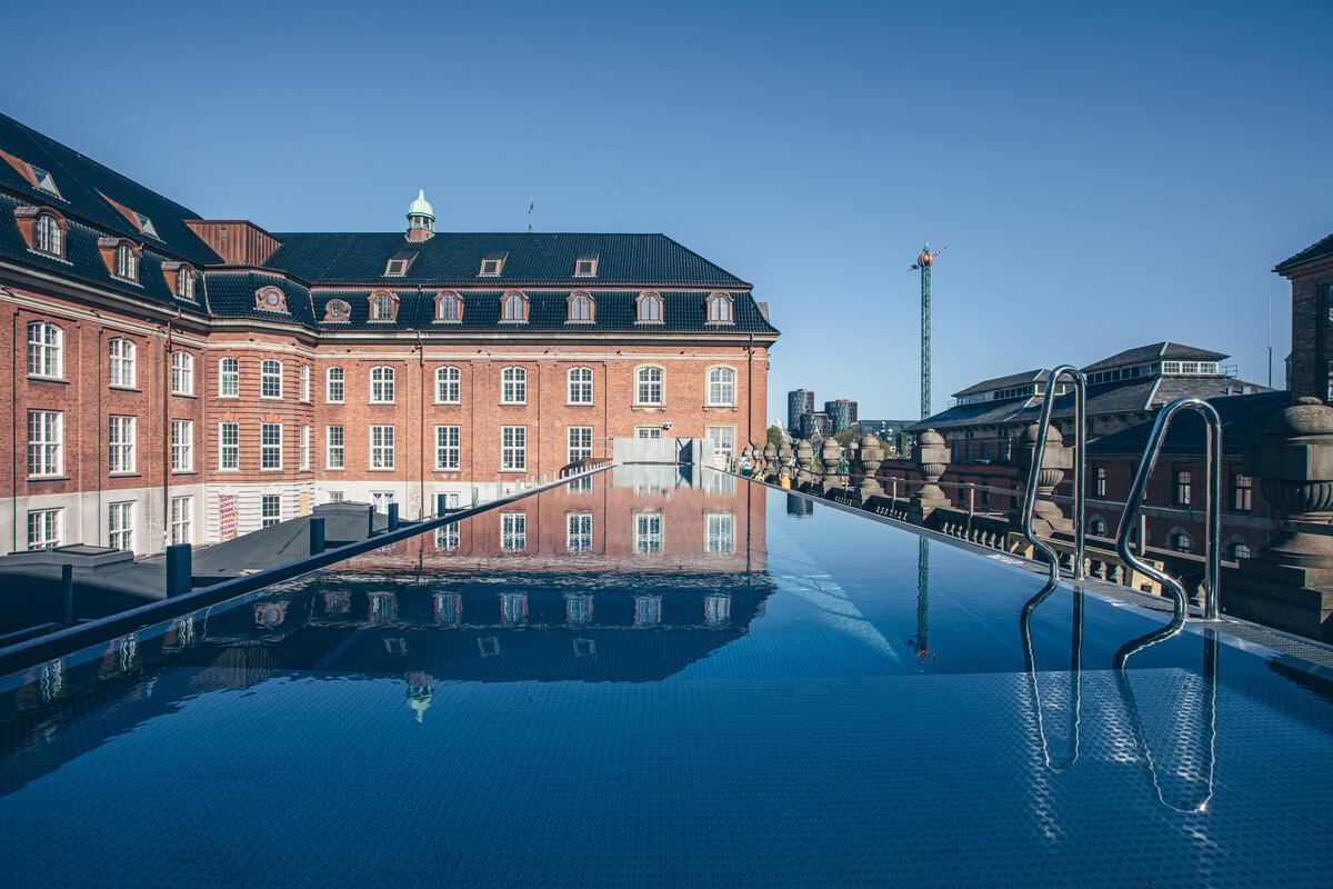 Med 390 værelser og suiter – og blandt andet udendørs svømmebassin – åbner Villa Copenhagen ved Hovedbanegården den 1. juli. Linkedinfoto fra Nordic Choice Hotels.