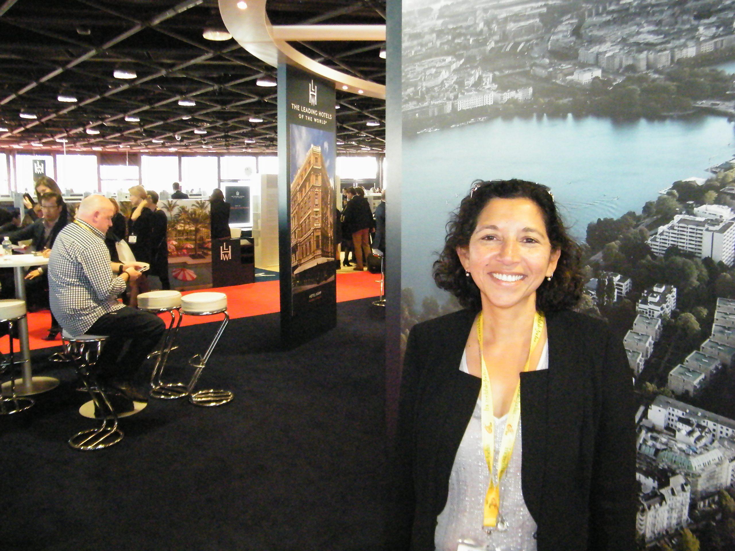 Estelle Torp, ejer af luksusrejsebureauerne Discovery og Peacock, runder i dag de 60 år. Her arkivfoto fra en af hendes vigtigste årlige fagmesser, ILTM, International Luxury Travel Market, der holdes i sydfranske Cannes. Foto: Henrik Baumgarten.