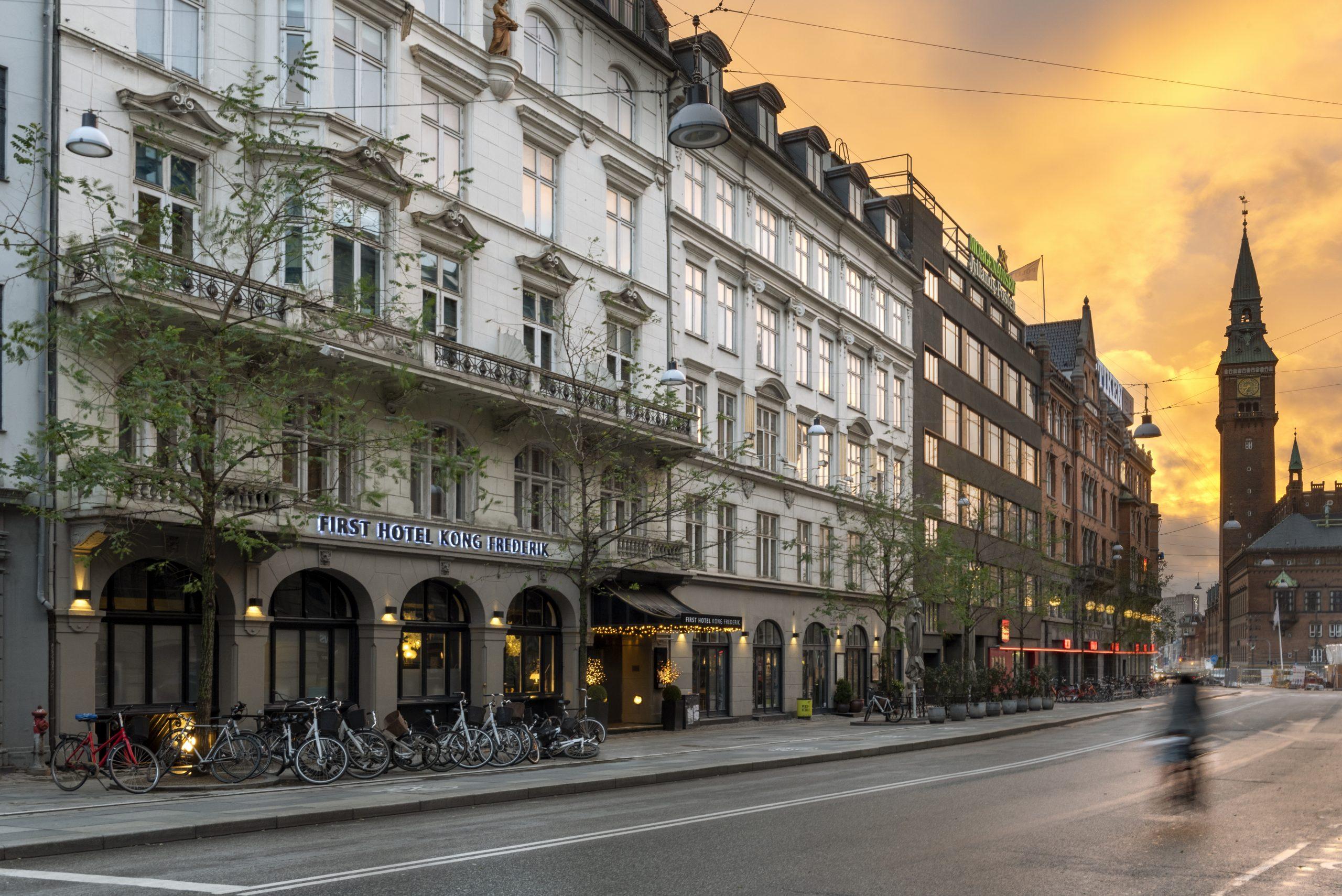 De danske First-hoteller, her er det First Hotel Kong Frederik ved Rådhuspladsen i København, er ikke påvirket af konkursen hos Maribel i Norge, siger regionsdirektøren i Danmark. PR-foto: First Hotels.