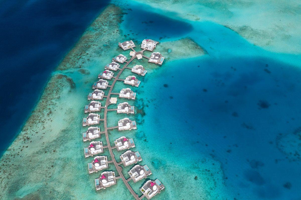 """Nogle af Maldivernes resorts er nu åbne for turister, andre genåbner i løbet af sommeren og efteråret. Pressefoto fra statsejede Maldives Marketing & Public Relations Corporation, der markedsfører øgruppen som """"Maldives…the Sunny Side of Life."""""""