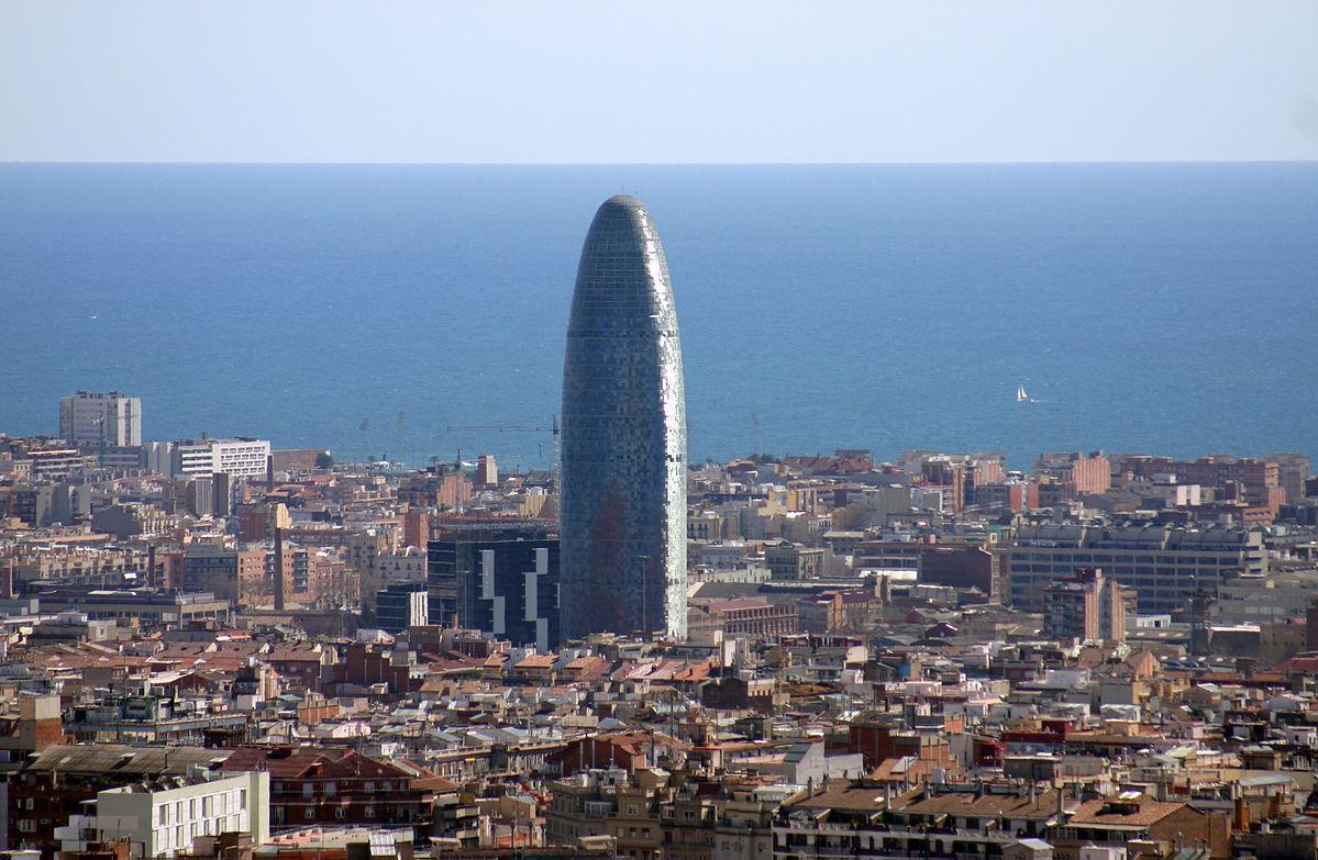 Udsigt over Barcelona med kontorbygningen Torre Glòries (Foto:Year of the dragon | GNU 1.2)