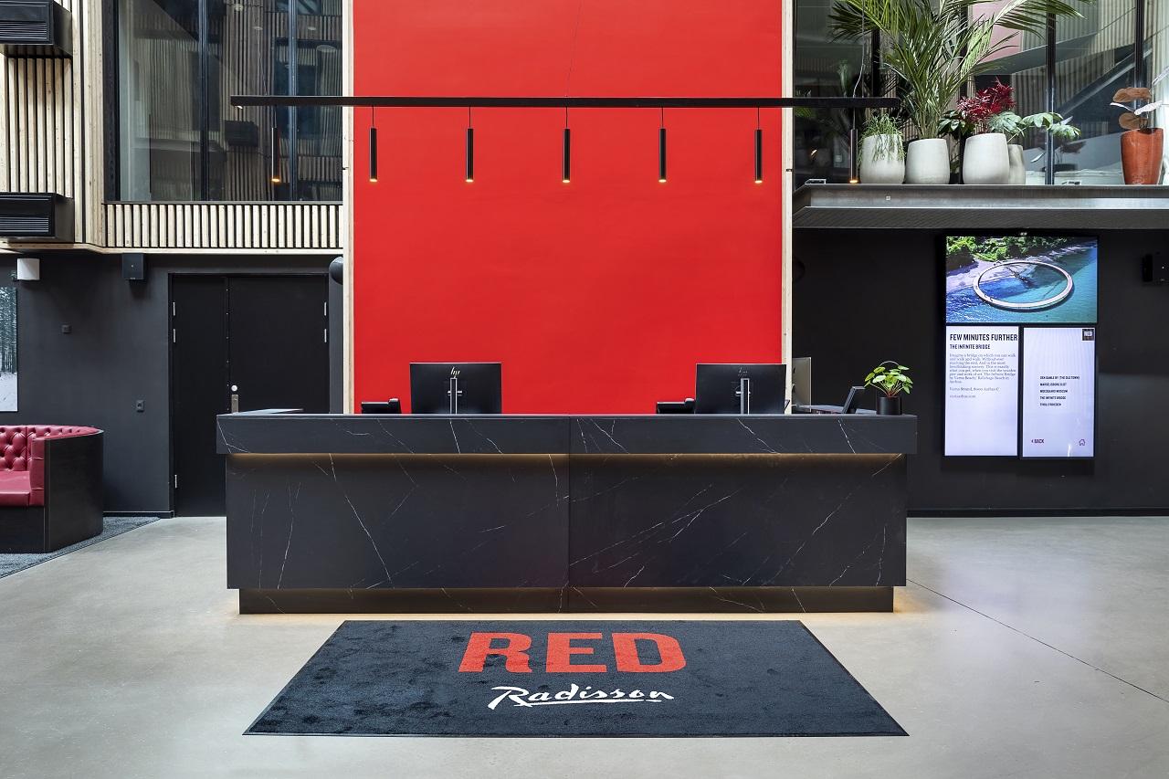 Receptionsskranken i Radisson RED i Aarhus. (Foto: Roar Paaske)