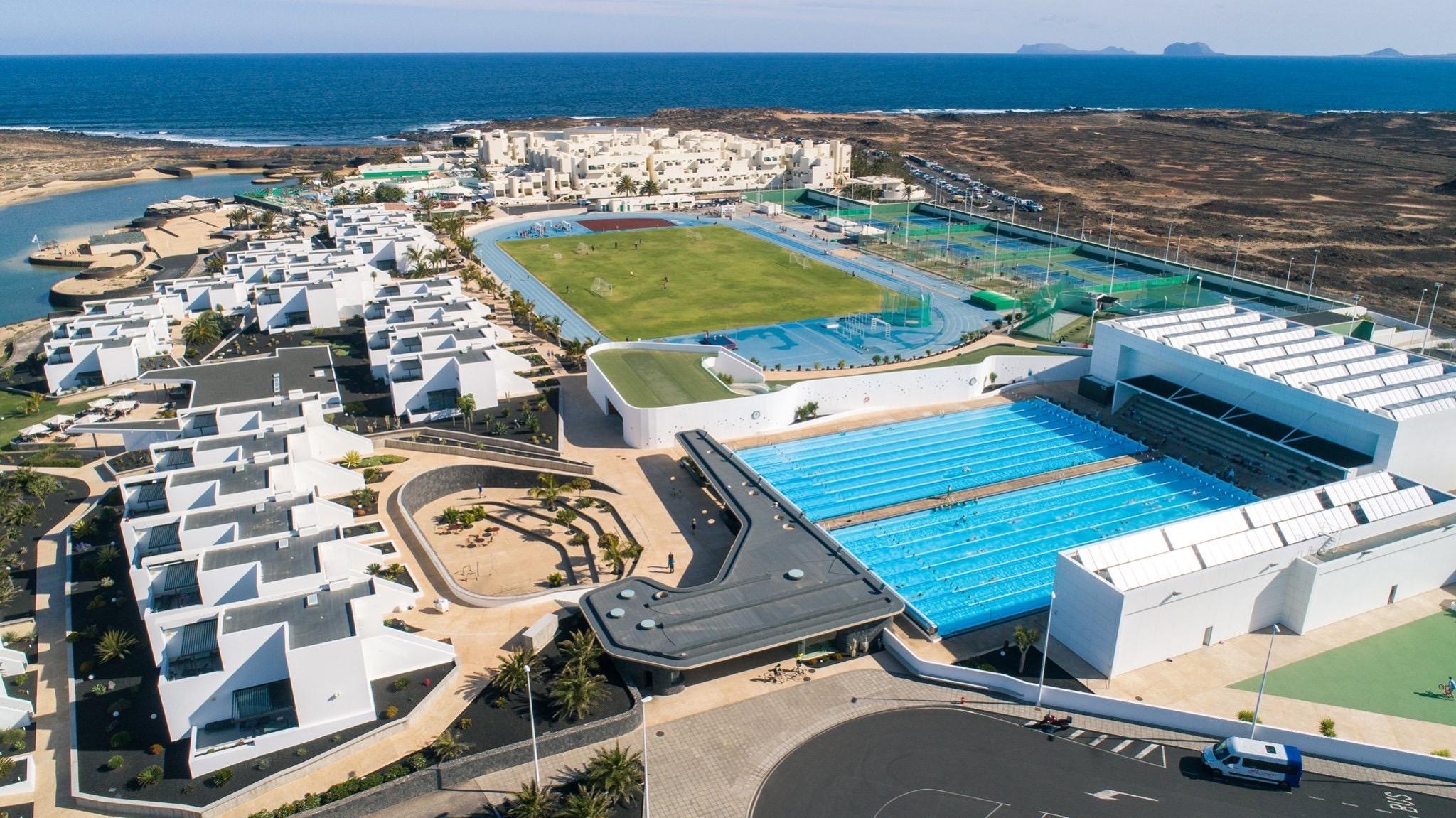 Club La Santa på Lanzarote har tæt på 500 lejligheder og plads til cirka 1.600 gæster, der kan dyrke over 80 sportsgrene på motions- og eliteniveau.