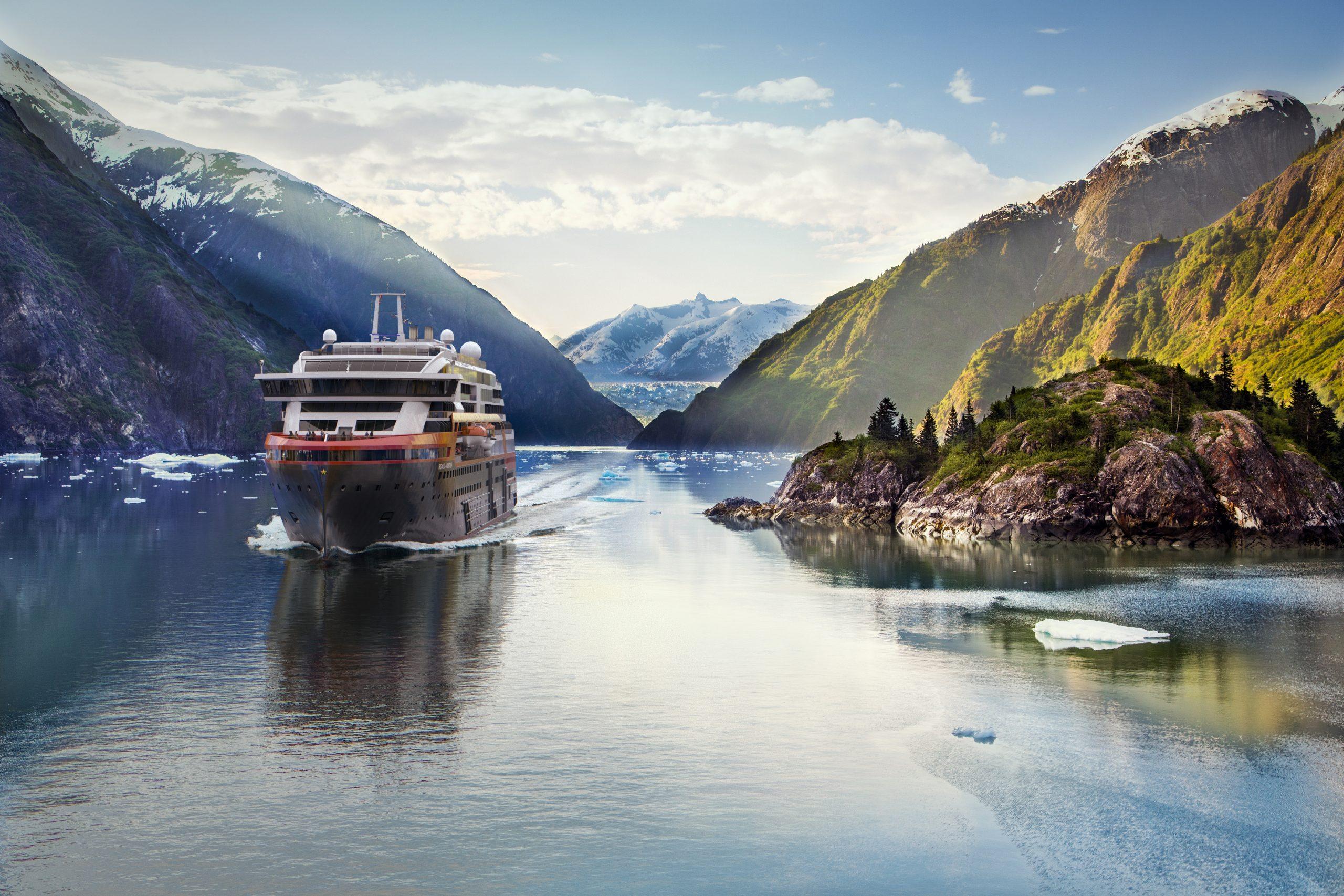 Sidste år tog Hurtigruten verdens første hybriddrevne ekspeditionskrydstogtskib, MS Roald Amundsen, i brug – i år kom søsterskibet MS Fridtjof Nansen også i flåden. Her pressearkivfoto fra Hurtigruten med MS Roald Amundsen.