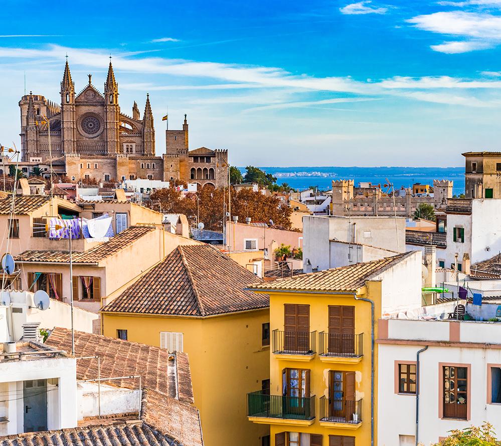 Mallorca er også en af danskernes foretrukne spanske destinationer, her er det hovedbyen, Palma. Pressefoto: Det danske kontor for Den Spanske Stats Turistbureau.