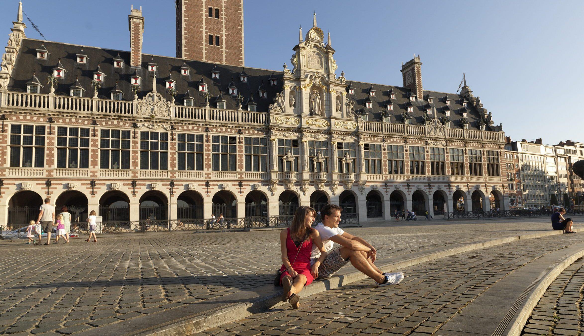 Belgien kan være blandt de lande der i dag ryger af Udenrigsministeriets rejsevejledninger for lande med grønt lys for danske rejsende. Arkivpressefoto fra universitetsbiblioteket i Leuven i Flandern, foto: Milo Profi for VisitFlanders.