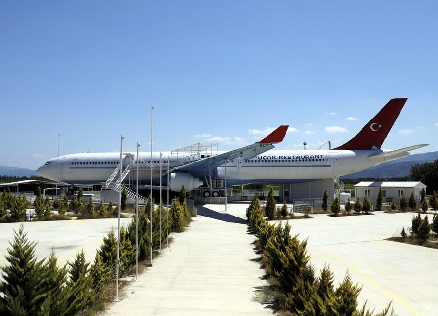 Burhaniye Uçak Restorant, der er restaurant i en tidligere Airbus A340 fra Turkish Airlines, er til salg for 8,8 millioner kroner. PR-foto.