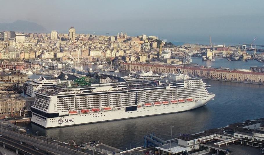 Italienske MSC Cruises begyndte i søndags at sejle sit første krydstogt siden branchen blev lagt ned af coronaen. Krydstogtet gennemføres med rederiets flagskib, MSC Grandiosa, der her ligger klar til afgang fra Genova. Pressefoto: MSC Cruises.