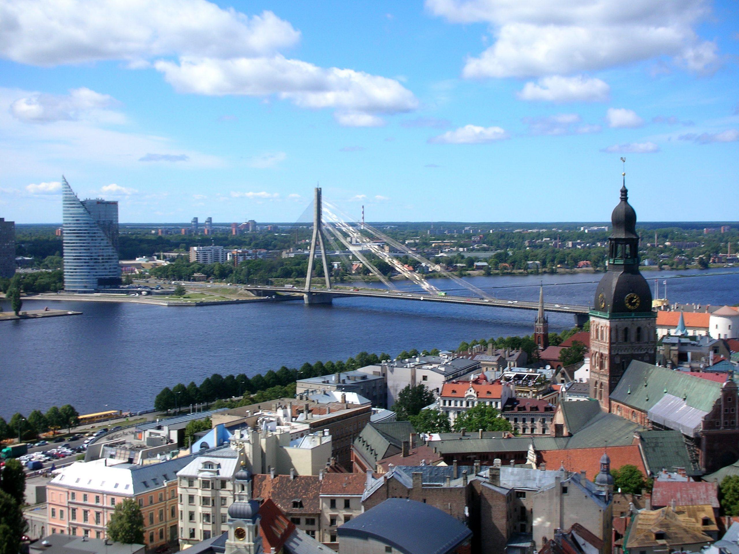 Letland, her er det hovedstaden Riga, skifter nu fra gul til orange i de danske rejsevejledninger. Ikke på grund af forhøjet coronasmittefare, men fordi de lettiske myndigheder kræver danske turister i karantæne ved indrejse. Arkivfoto via Wikipedia: Véronique Dauge.