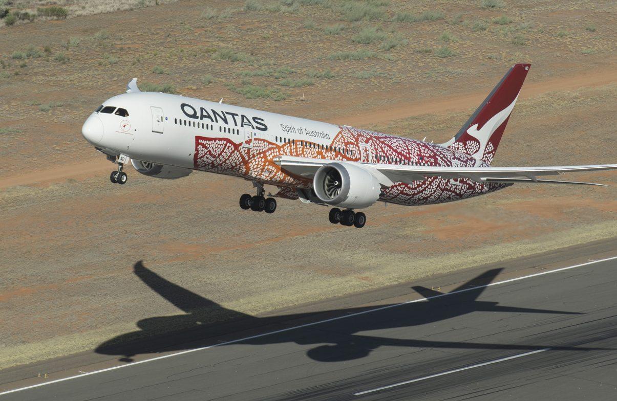 Mellem november og februar næste år skal Qantas gennemføre syv flyvninger fra fem australske storbyer over Antarktis med selskabets nyeste flagskib, Boeing B787 Dreamliner. Arkivpressefoto fra Qantas.