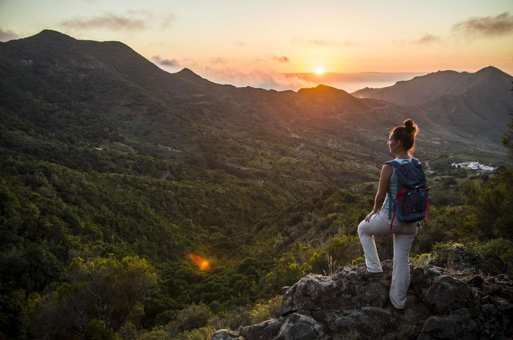 Også charterrejsebureauerne er hårdt ramt af rejsevejledningerne, der fraråder rejser til mange lande. Navnlig er det vigtigt at få åbnet til de Kanariske Øer, absolut største aftager af charterturister i vinterhalvåret. Her foto fra Tenerife, den største af øerne. Arkivpressefoto: Turismo de Tenerife.