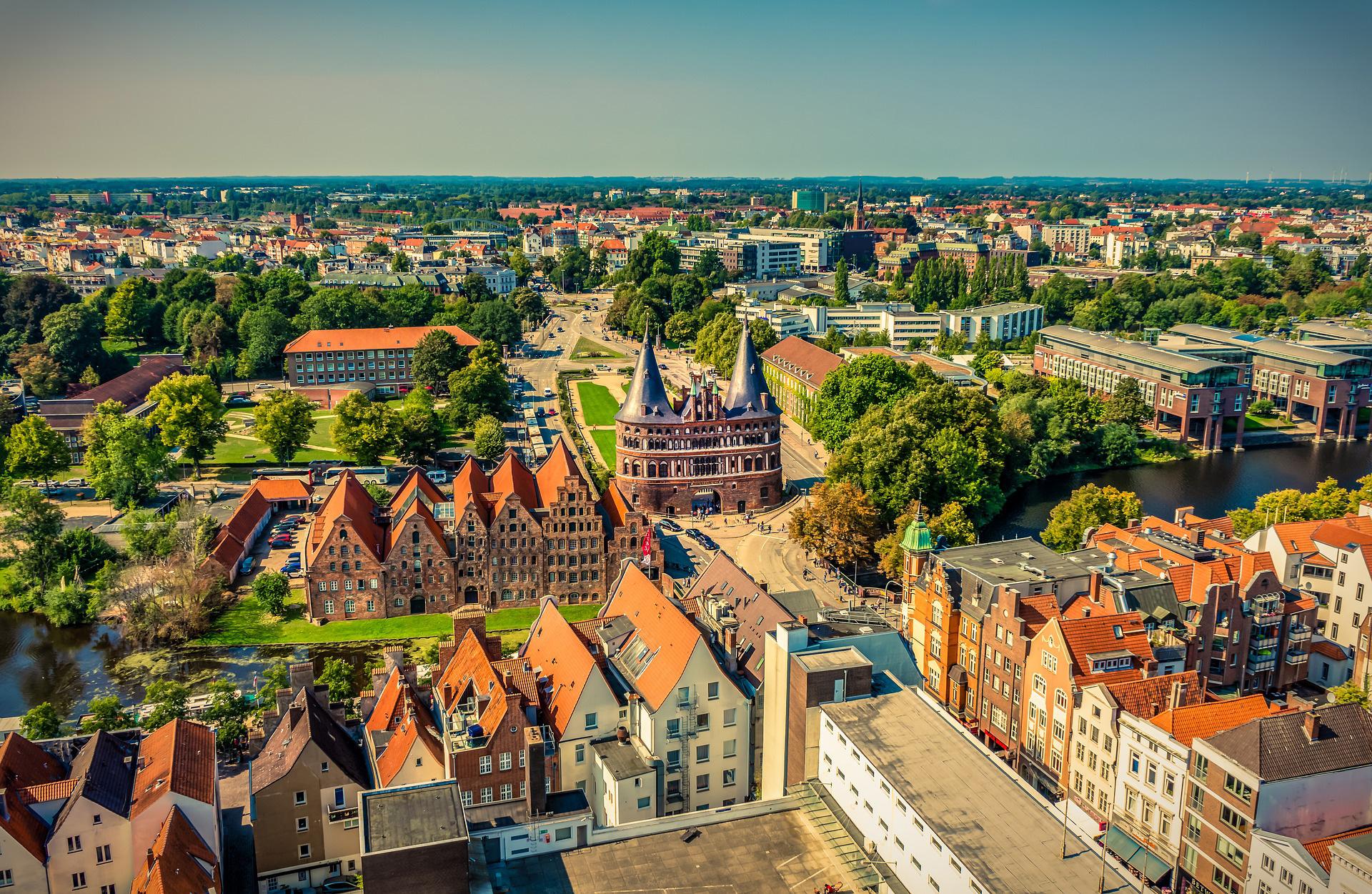 Tyskland vil lukke for danske turister fra Region Hovedstaden, hvor smittetallene er alt for høje. Men smittetallene stiger også i resten af Danmark som dermed kan risikere, at danske turister indtil videre vil være uønskede i udlandet. Her er det nordtyske Lübeck, foto: Happydays.