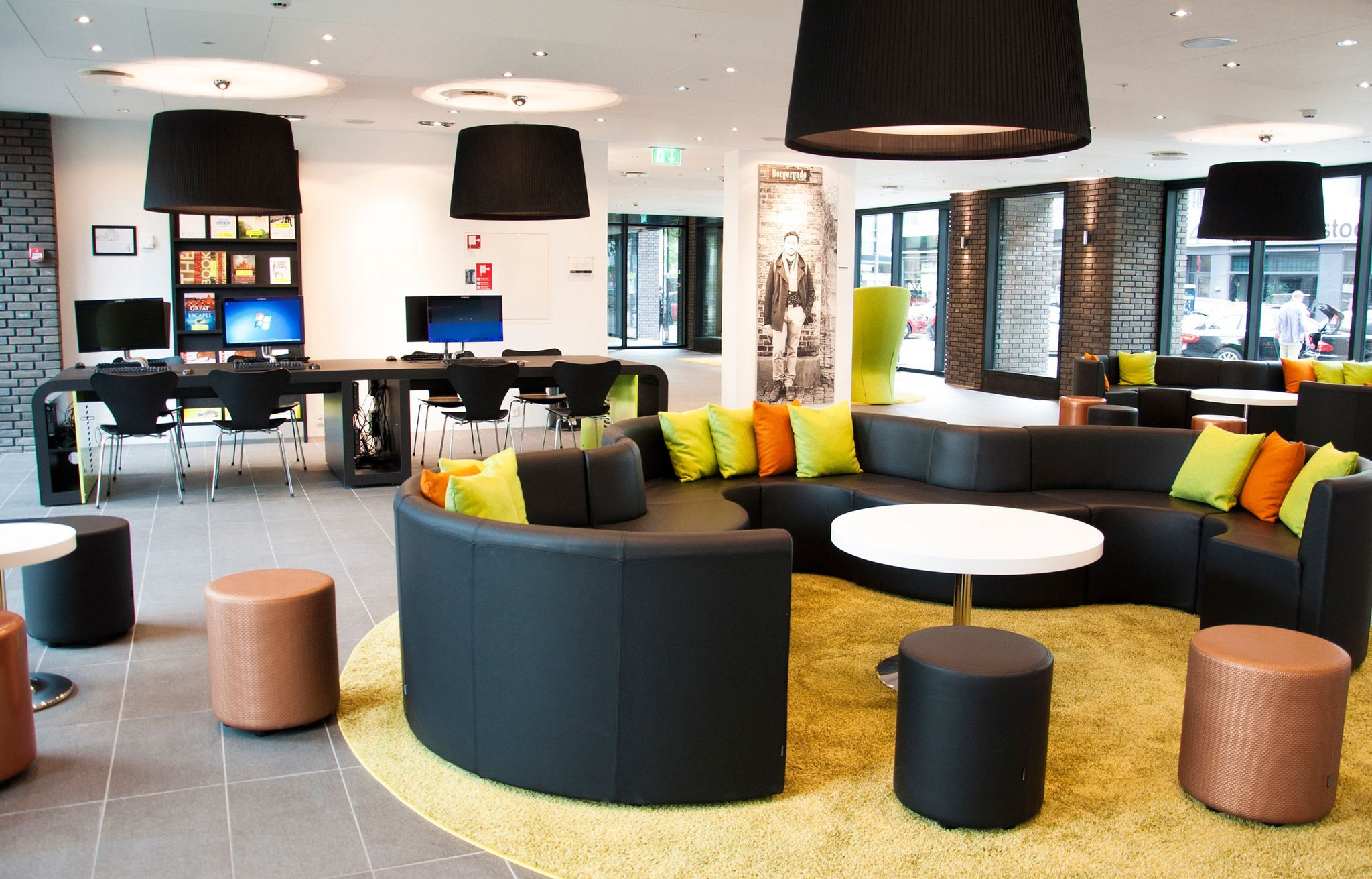 Det eksisterende Wakeup-hotel i Borgergade ved Kongens Nytorv har fortsat alle 498 værelser i drift. Men udbygningen, der vil gøre det til Danmarks tredjestørste hotel, er udskudt. Pressefoto: Arp-Hansen Hotel Group.