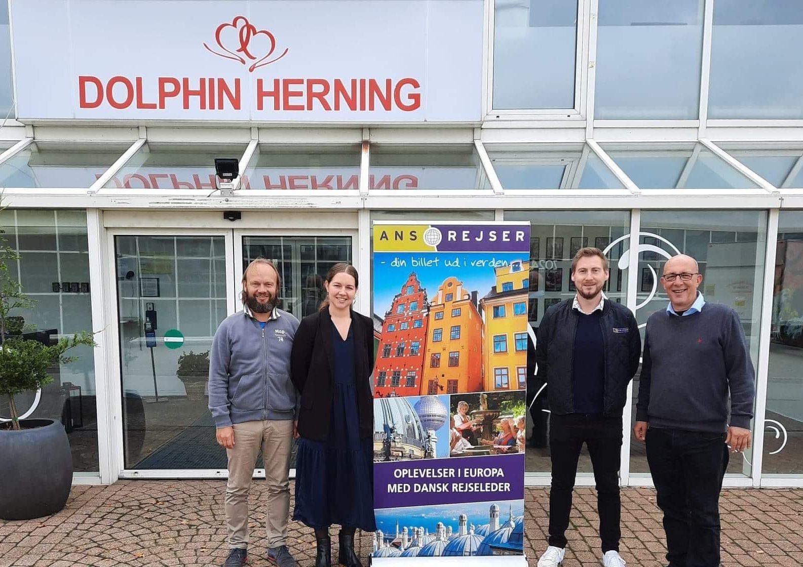 Den nye ejerkreds omkring Ans Rejser er fra venstre bestyrelsesformand Lars Facius Madsen, rejsebureauets nye direktør, Julie Ørum Vermø, bureauets nye daglige leder, Ole Kragelund, og bestyrelsesmedlem og medejer af Dolphin-gruppen, Jan Ørum Vermø. PR-foto.